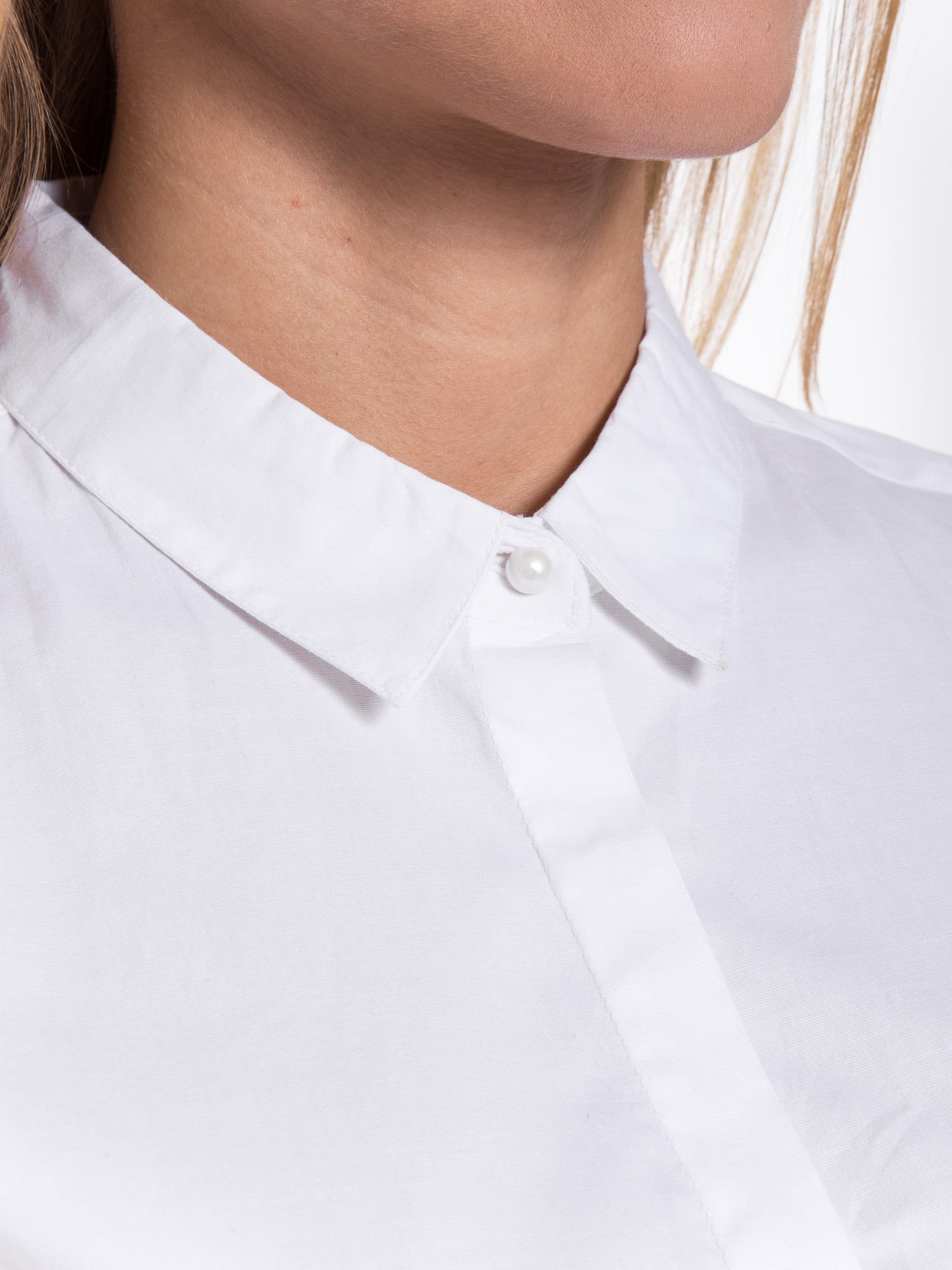 Biała elegancka koszula z koronkowymi rękawami                                  zdj.                                  4