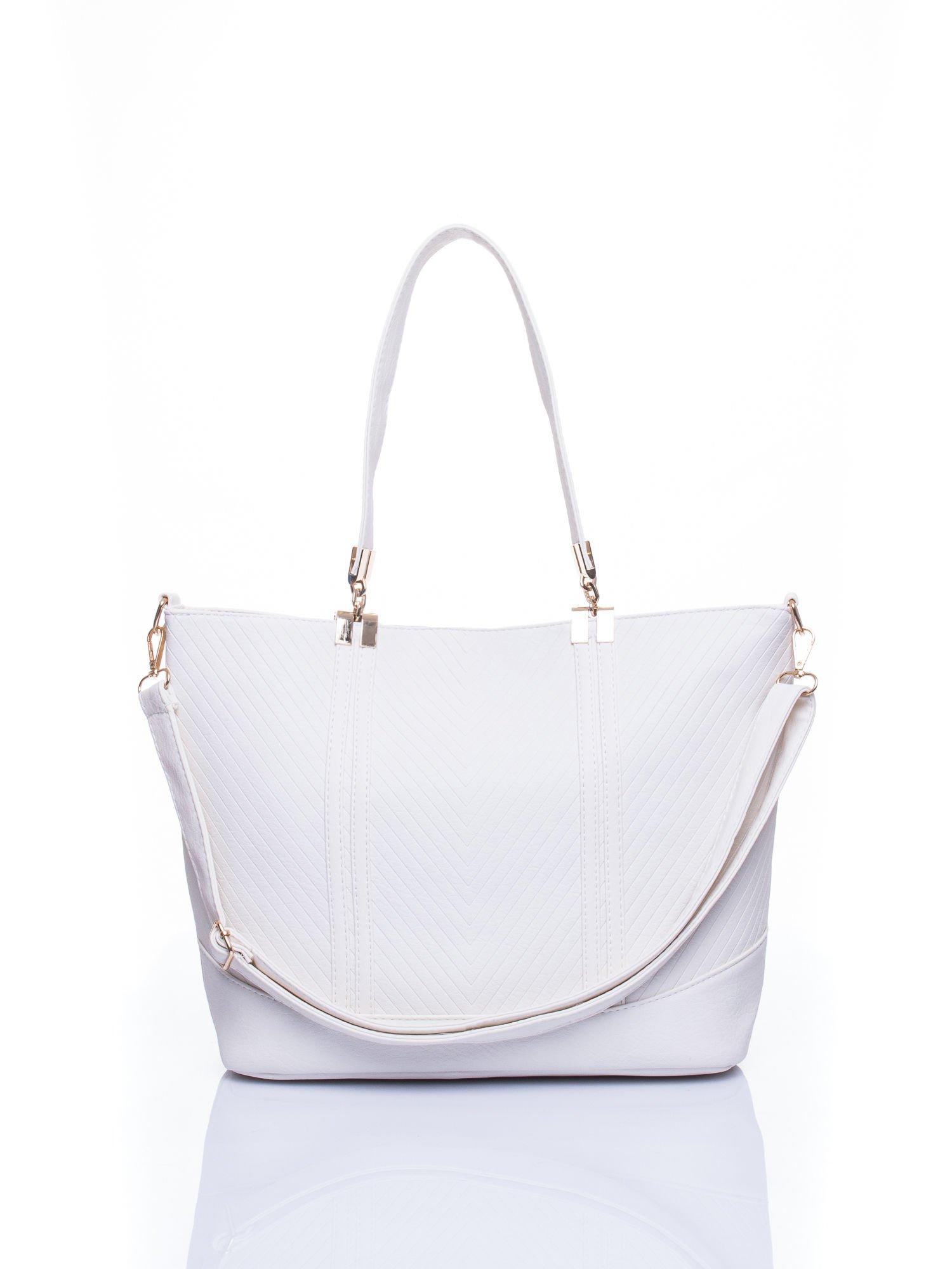 Biała fakturowana torebka damska ze złotymi okuciami                                  zdj.                                  1