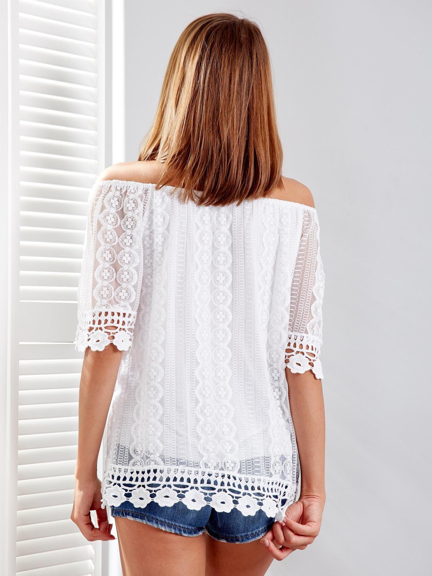e83f57ab5f38d7 Biała koronkowa bluzka z dekoltem carmen - Bluzka one size - sklep ...