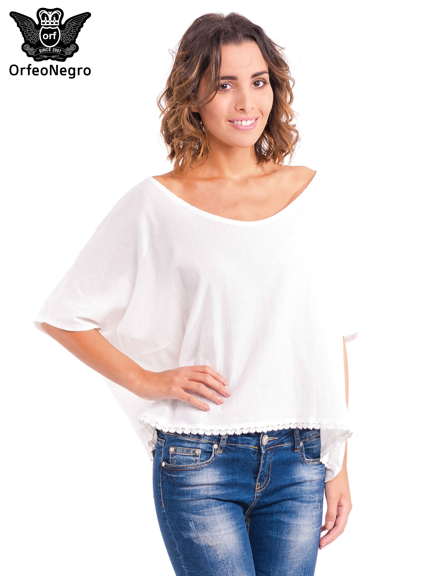 Biała koszula nietoperz z ażurowaniem na dole                                  zdj.                                  1