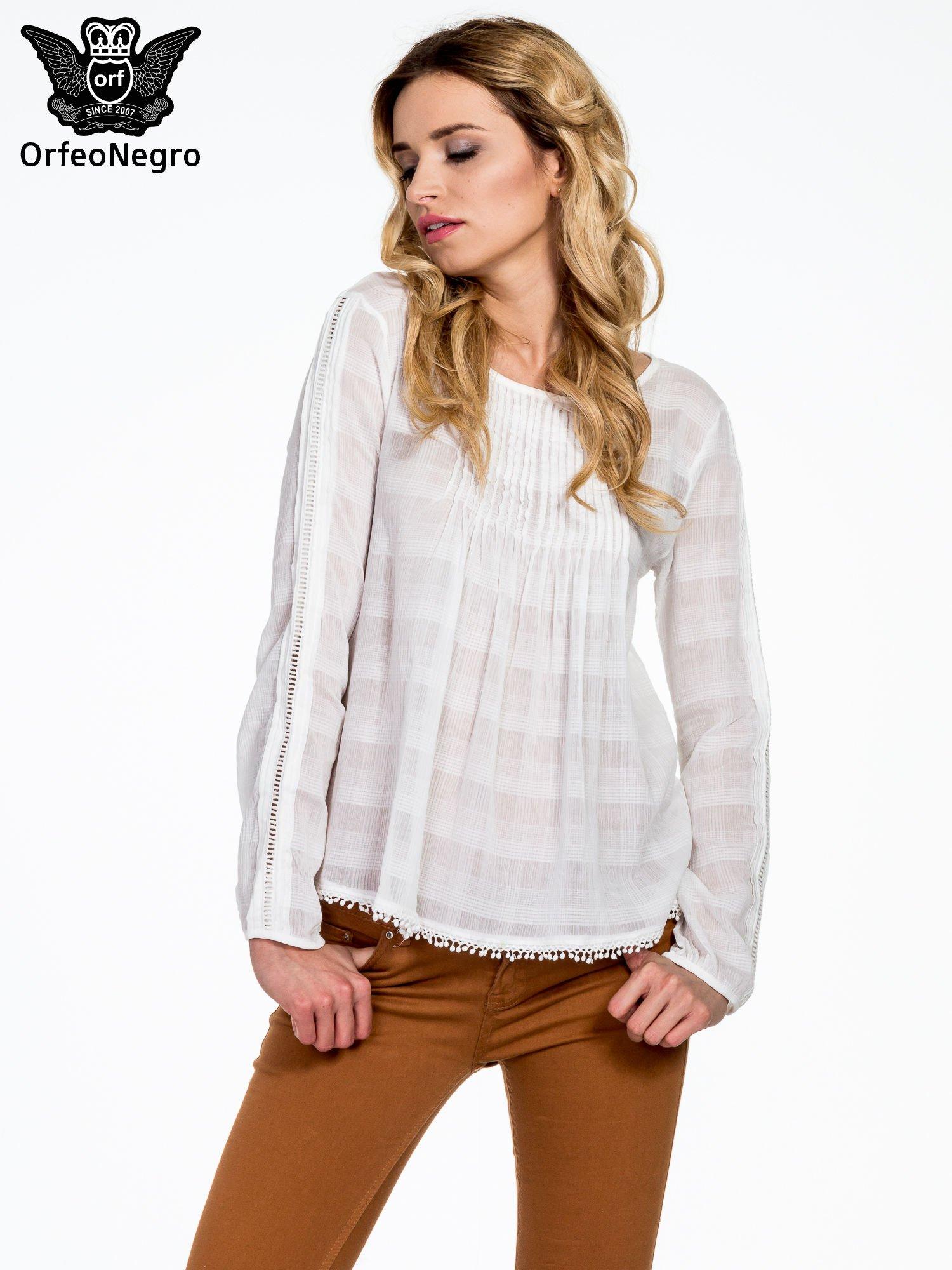 Biała koszula w kratę z ażurowaniem                                  zdj.                                  1