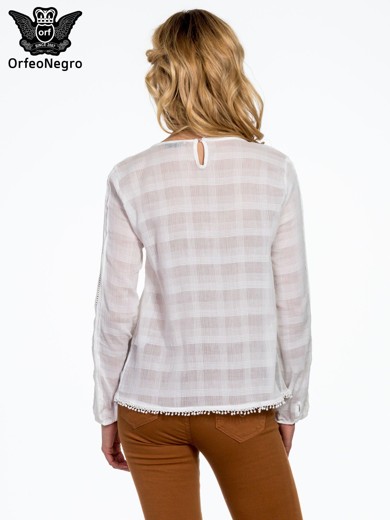 Biała koszula w kratę z ażurowaniem                                  zdj.                                  4