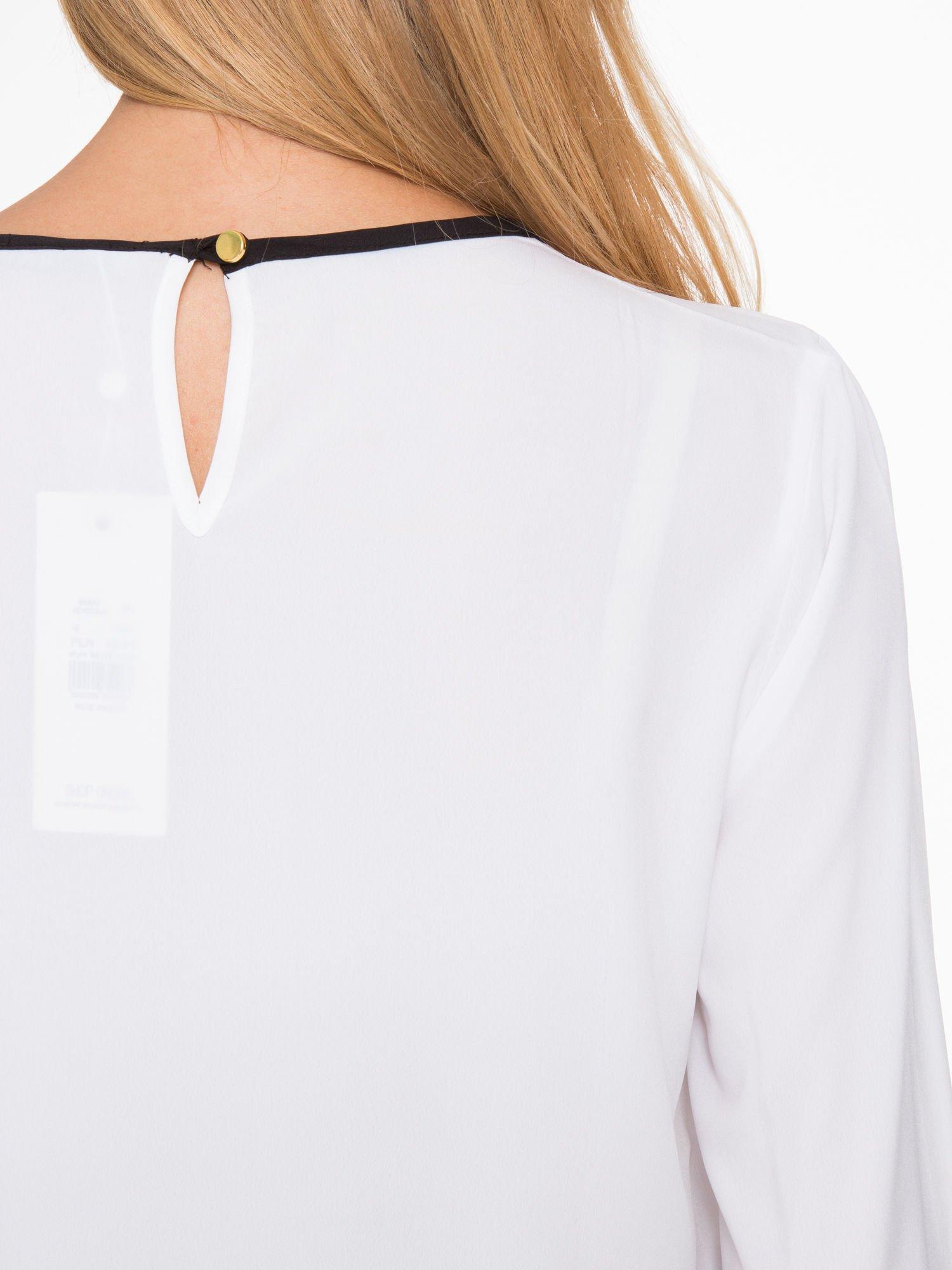 Biała koszula z kontrastową lamówką przy dekolcie i mankietami                                  zdj.                                  9