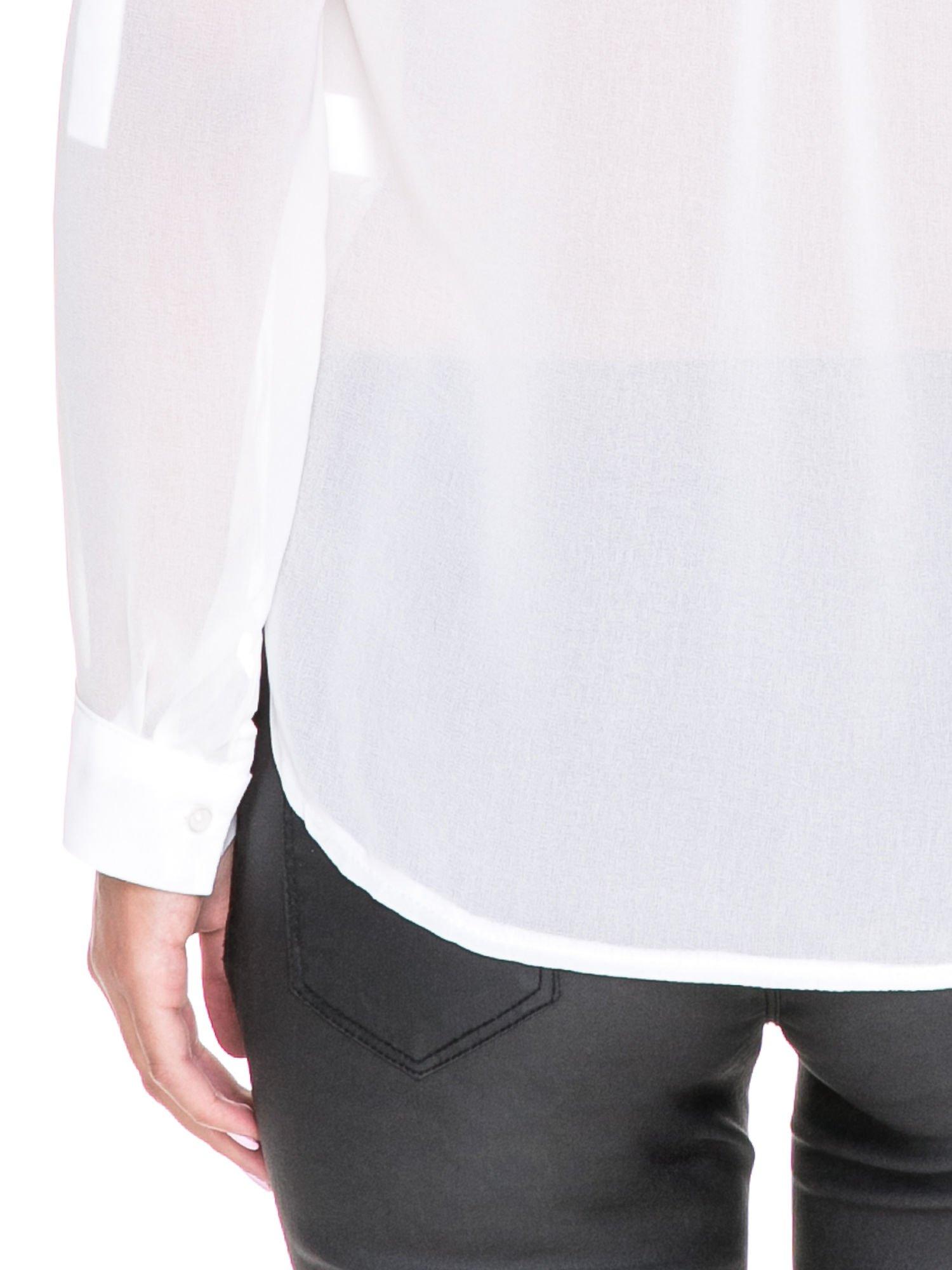 Biała koszula z transparentnymi rękawami i dżetami przy dekolcie                                  zdj.                                  7