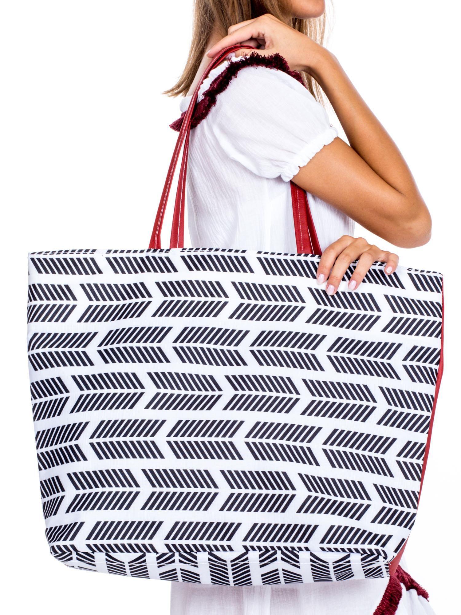 92b931ab87ba6 Biała materiałowa torba shopper we wzory - Akcesoria torba - sklep ...