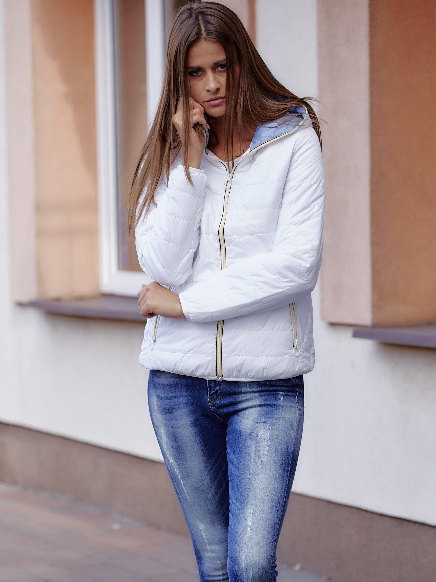 Biała ocieplana kurtka z kontrastowym wykończeniem kaptura                                  zdj.                                  1