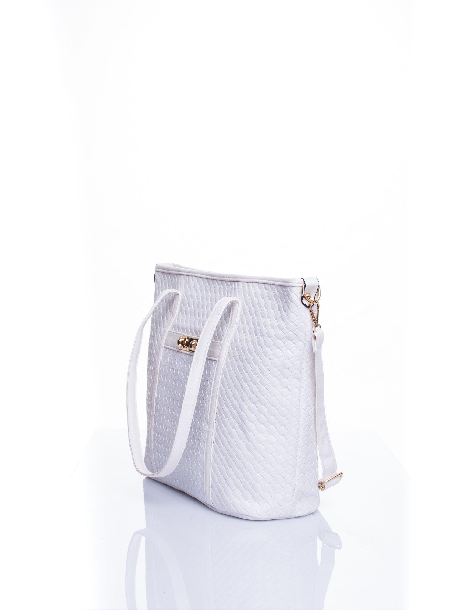Biała pleciona torba shopper bag ze złotym detalem                                  zdj.                                  4