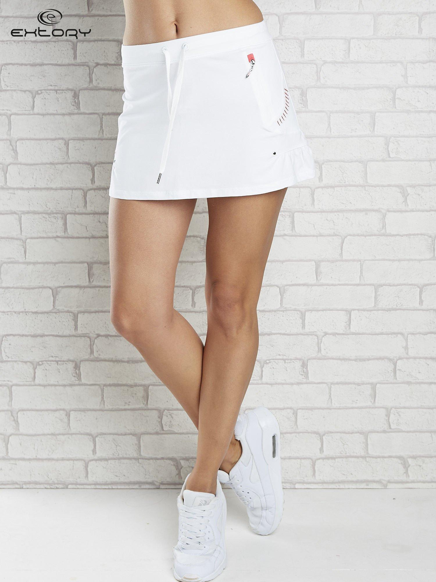 Biała spódnica dresowa z falbanką i troczkiem                                  zdj.                                  1