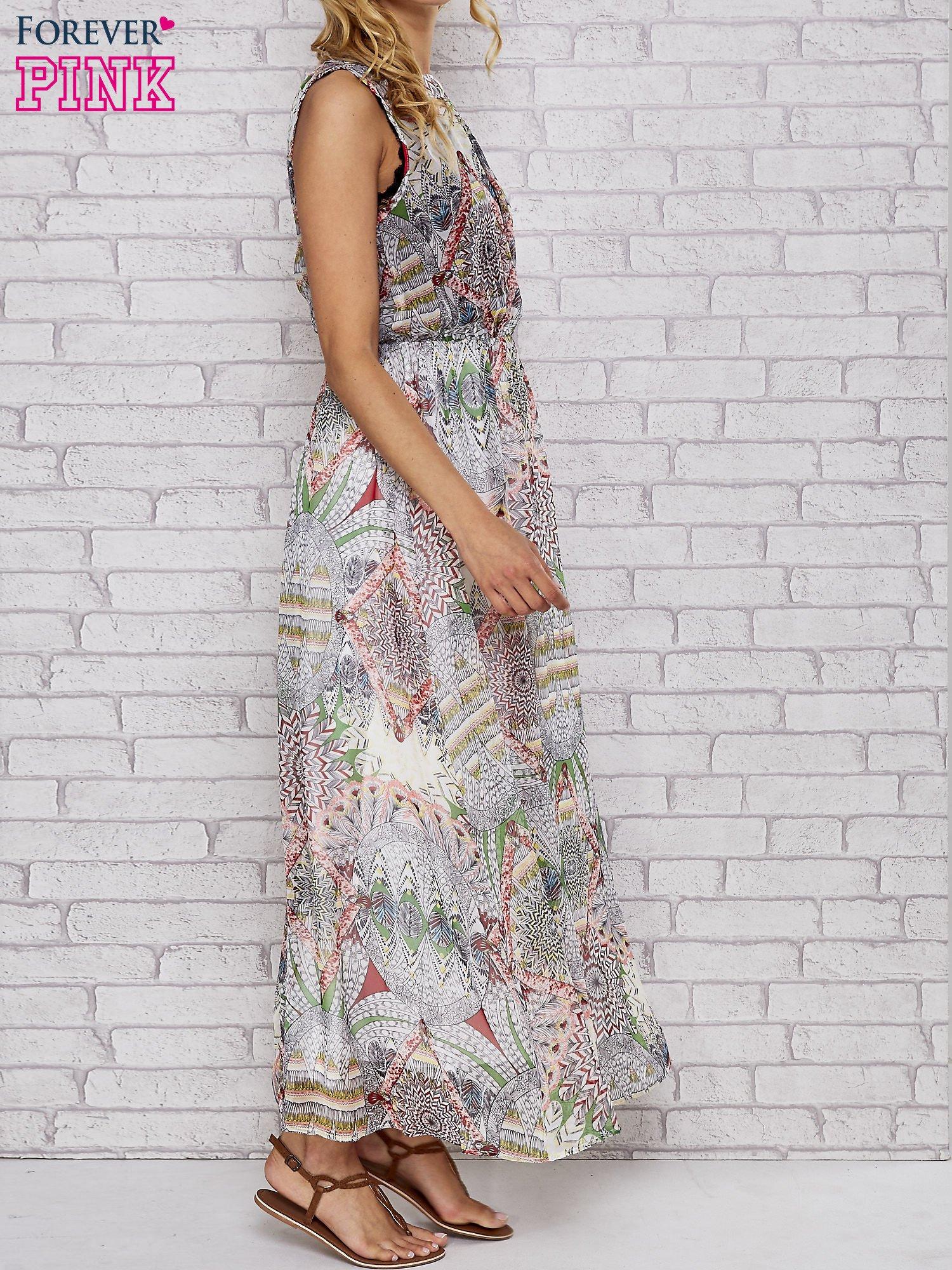 Biała sukienka maxi w ornamentowe wzory z koronką z tyłu                                  zdj.                                  3