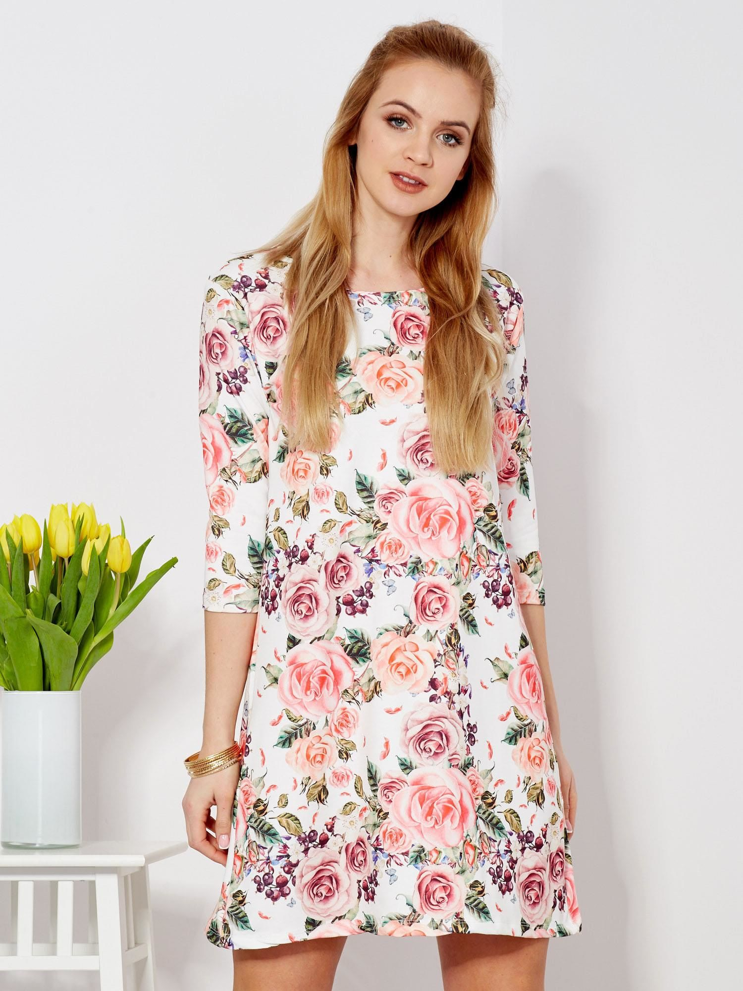 f9fd9ea2d8 Biała sukienka o prostym kroju w kwiaty - Sukienka oversize - sklep ...