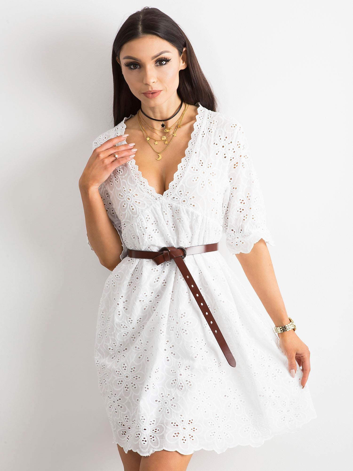 8a11c0500a Biała sukienka w haftowane kwiaty - Sukienka na co dzień - sklep ...