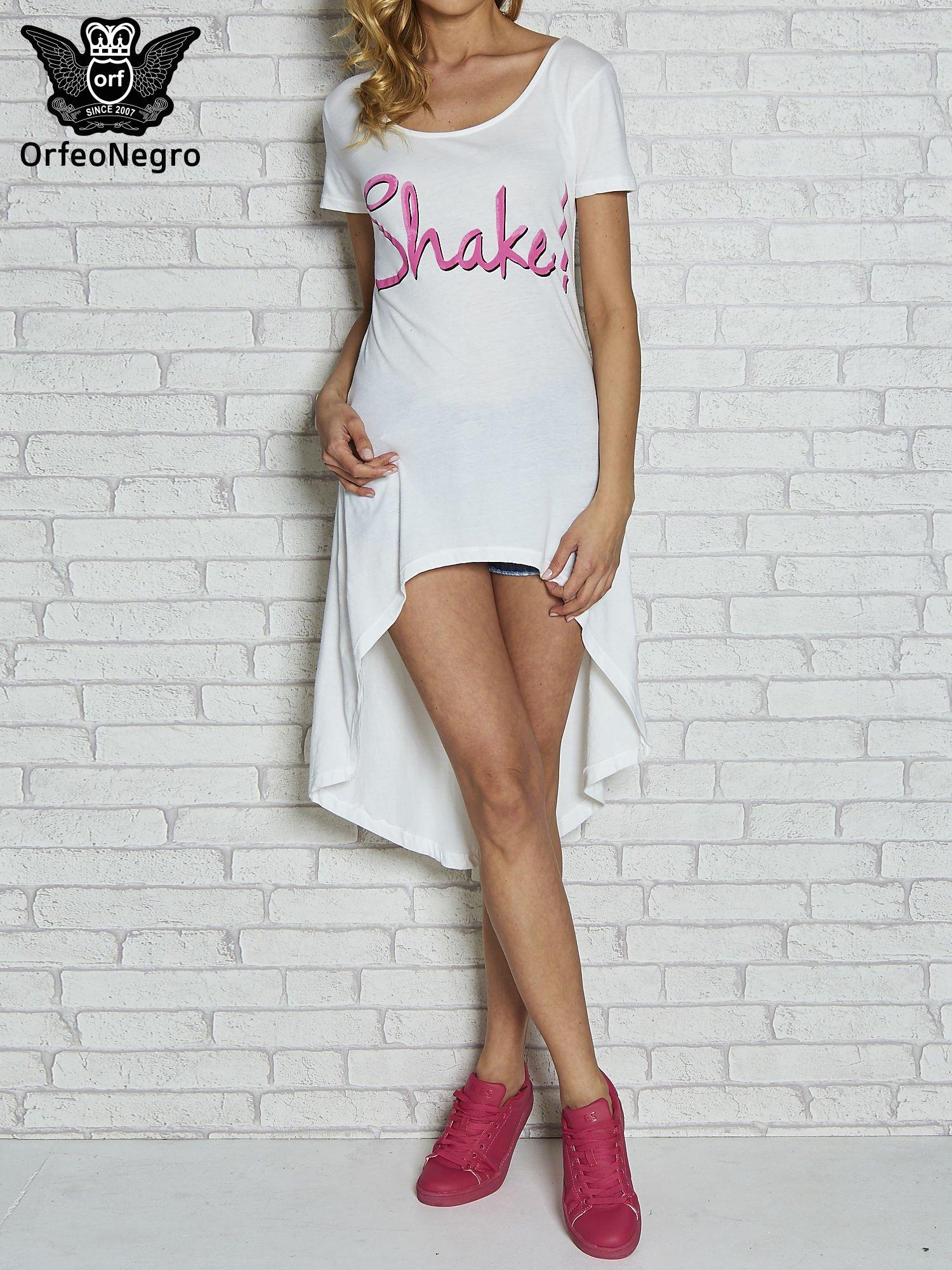 Biała sukienka z dłuższym tyłem i napisem SHAKE!                                  zdj.                                  1