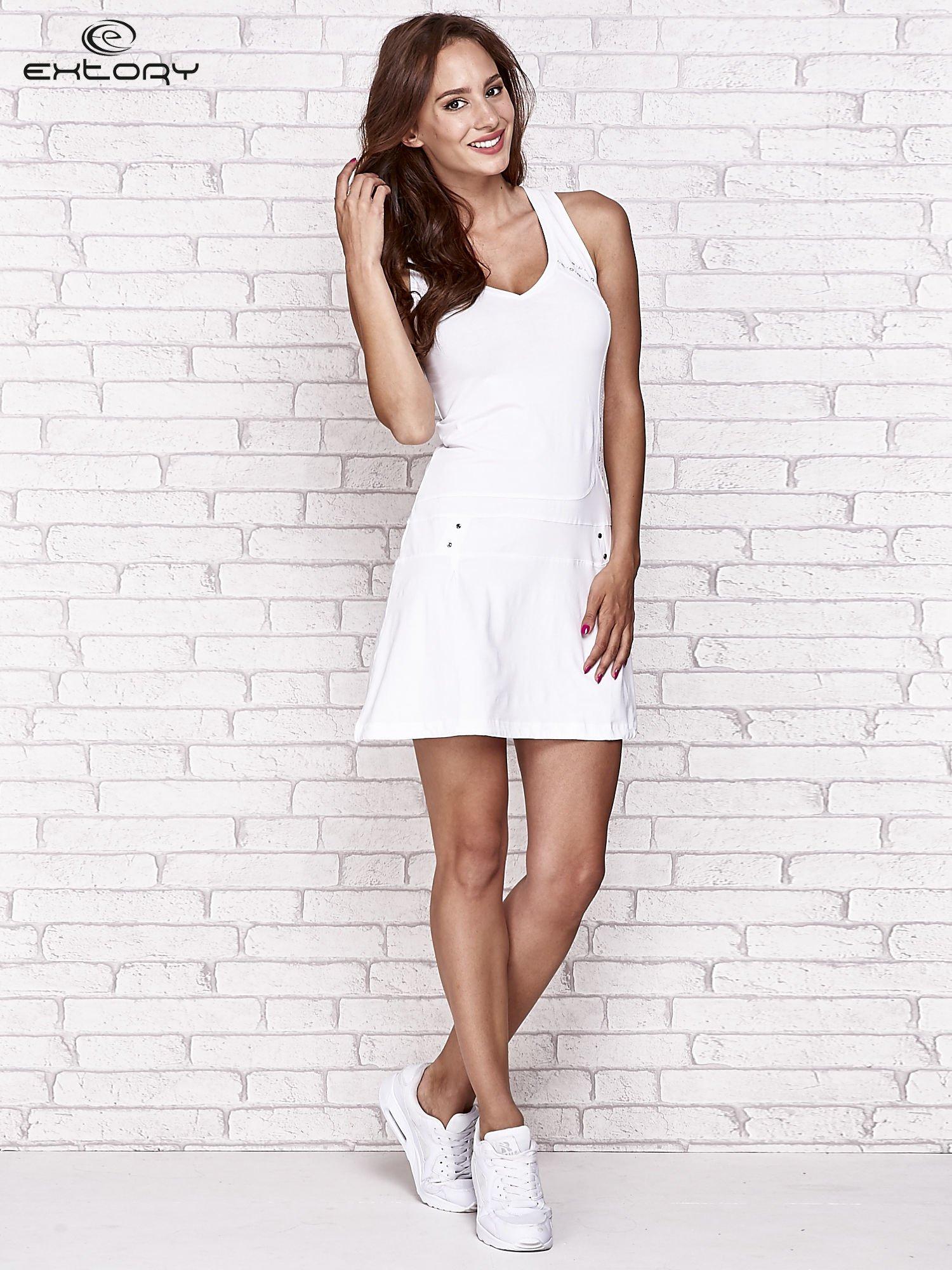301e6d17b1 Biała trapezowa sukienka sportowa - Sukienka na co dzień - sklep ...