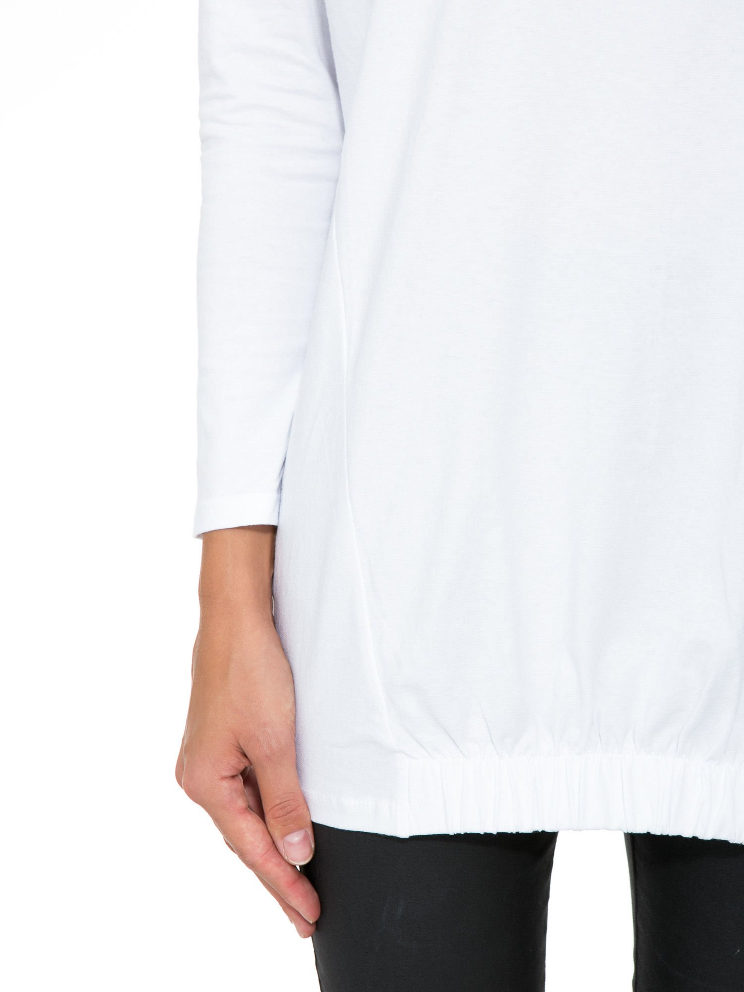 Biała tunika dresowa z kominokapturem i ściągaczem na dole                                  zdj.                                  6