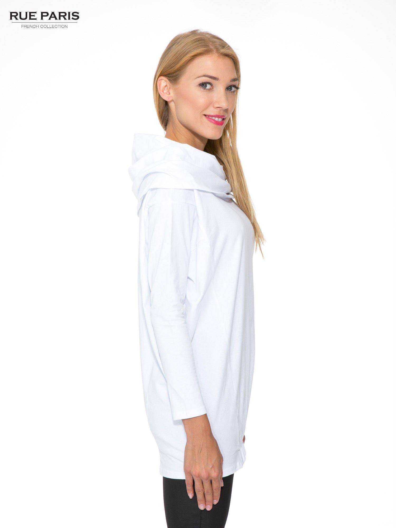 Biała tunika dresowa z kominokapturem i ściągaczem na dole                                  zdj.                                  3