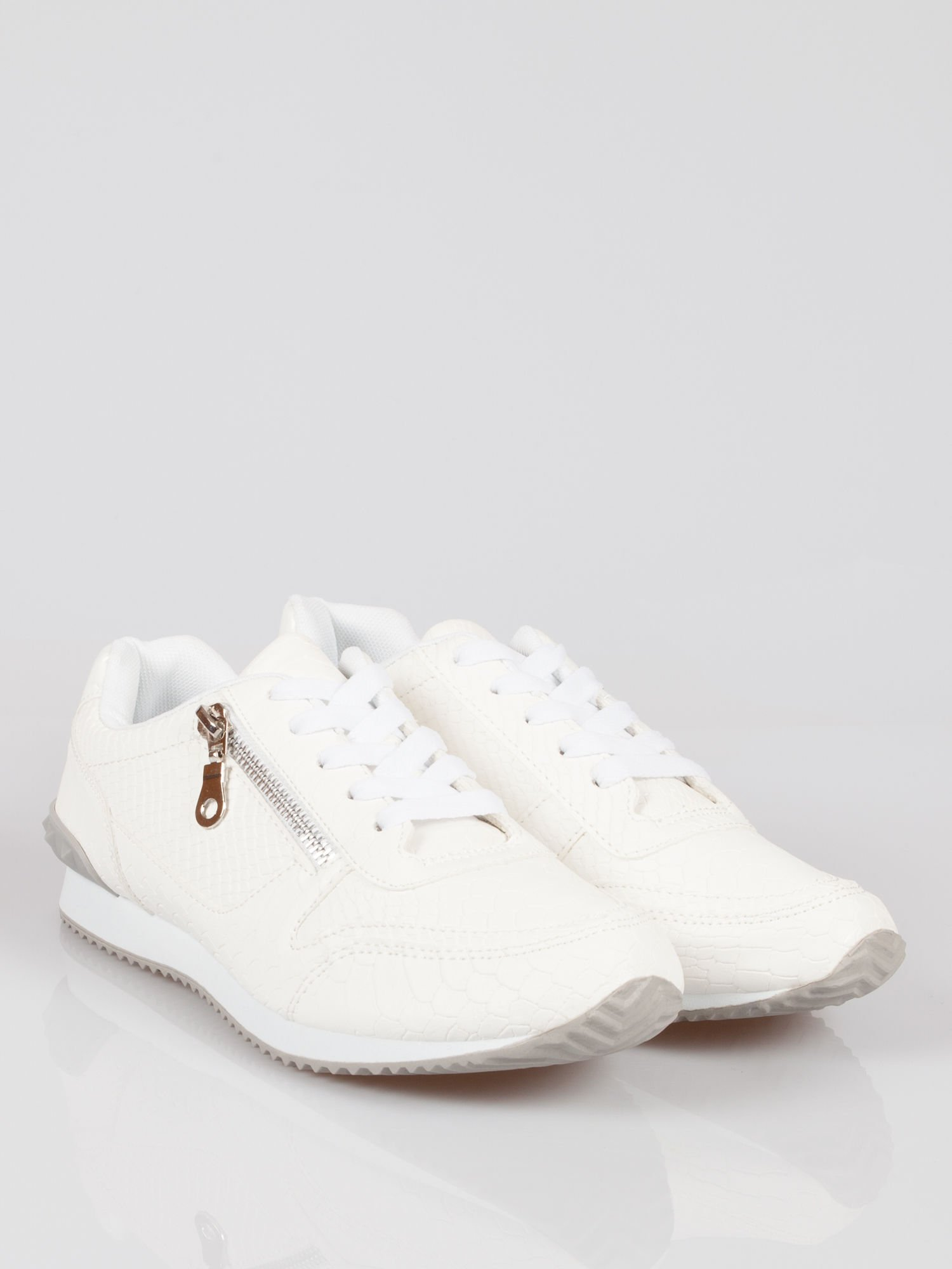 Białe adidasy damskie z efektem skóry krokodyla i suwakiem                                  zdj.                                  2
