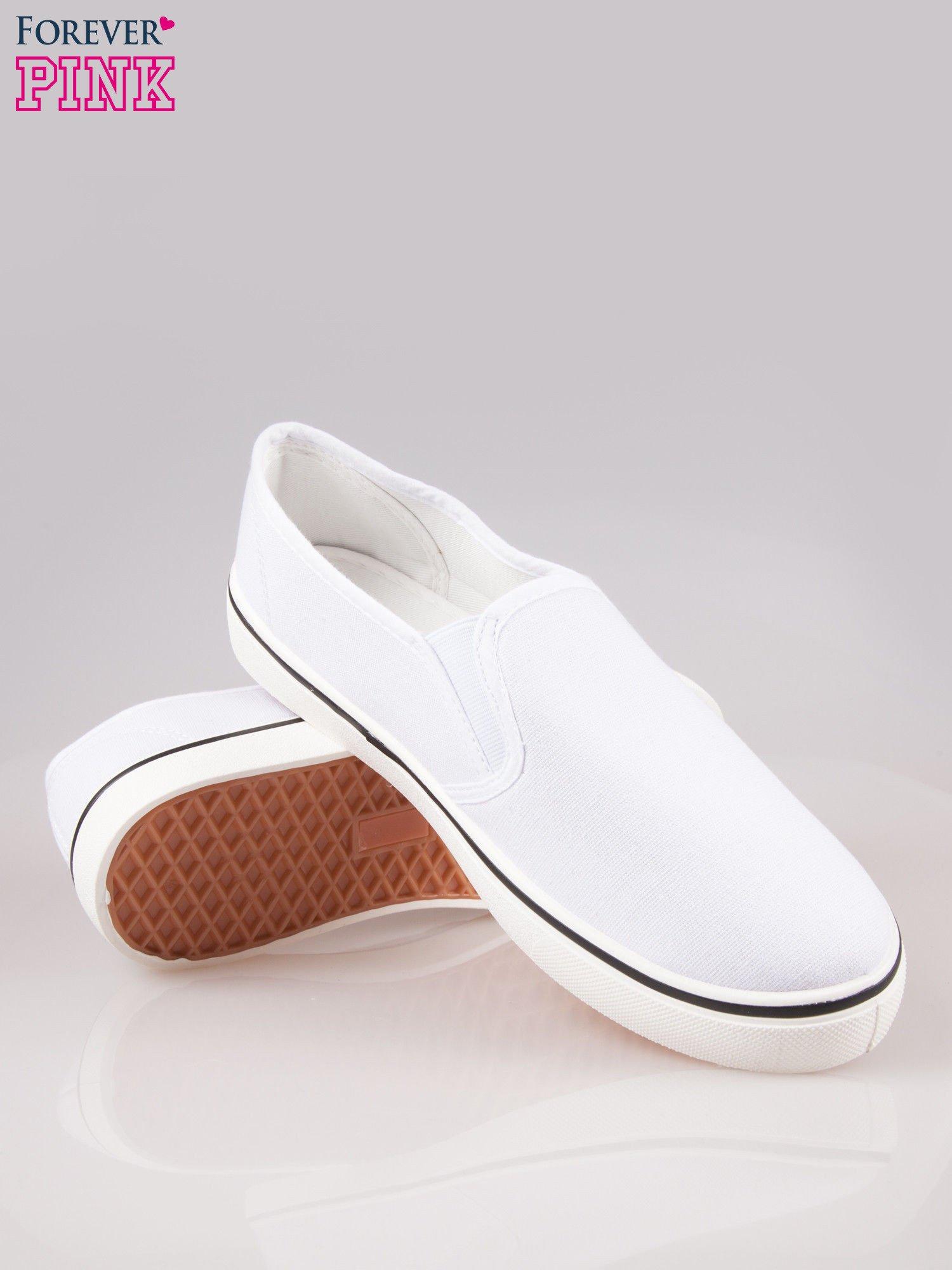Białe buty slip on na białej podeszwie                                  zdj.                                  4