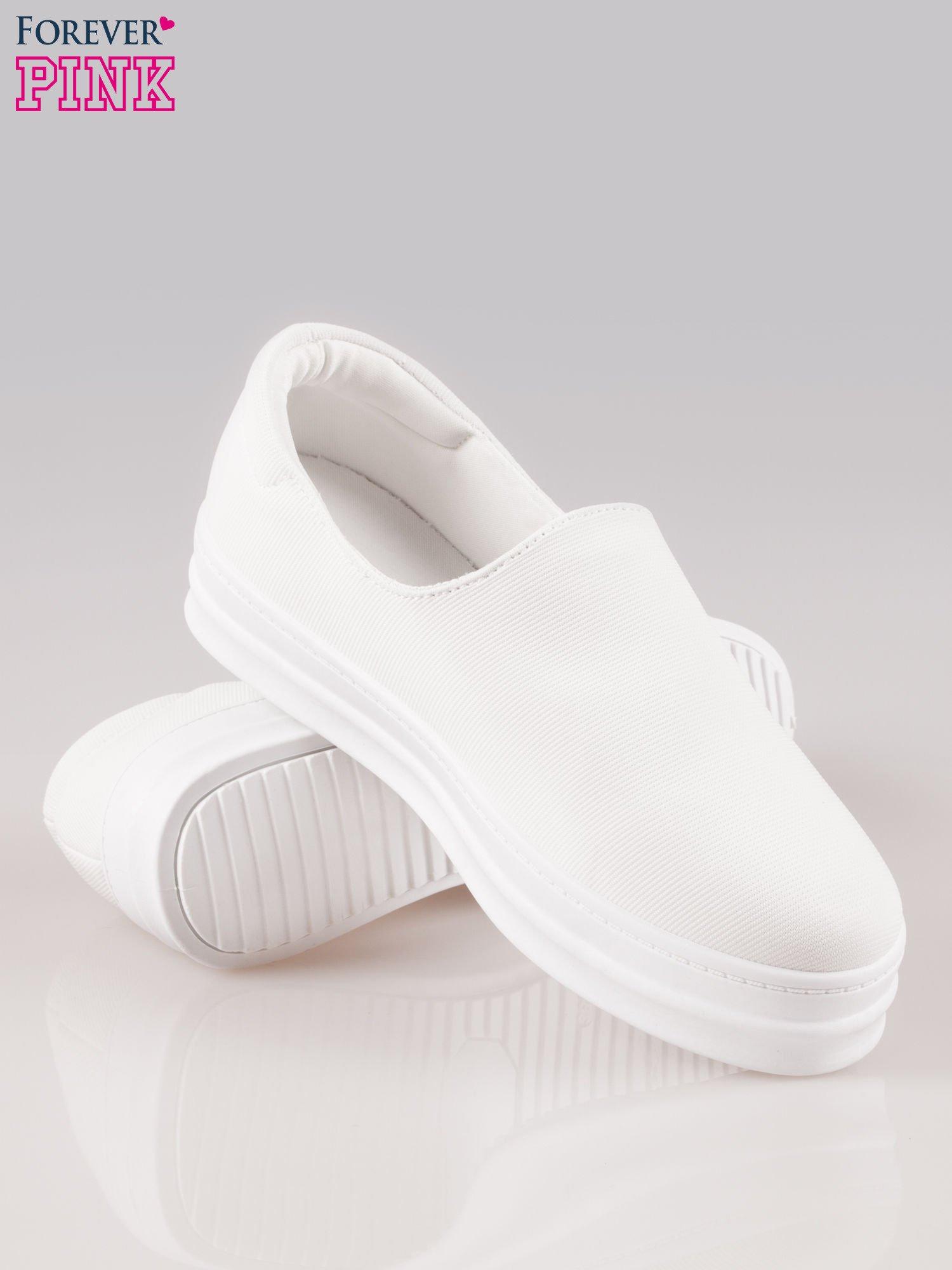 Białe buty slip on na wysokiej podeszwie                                  zdj.                                  4