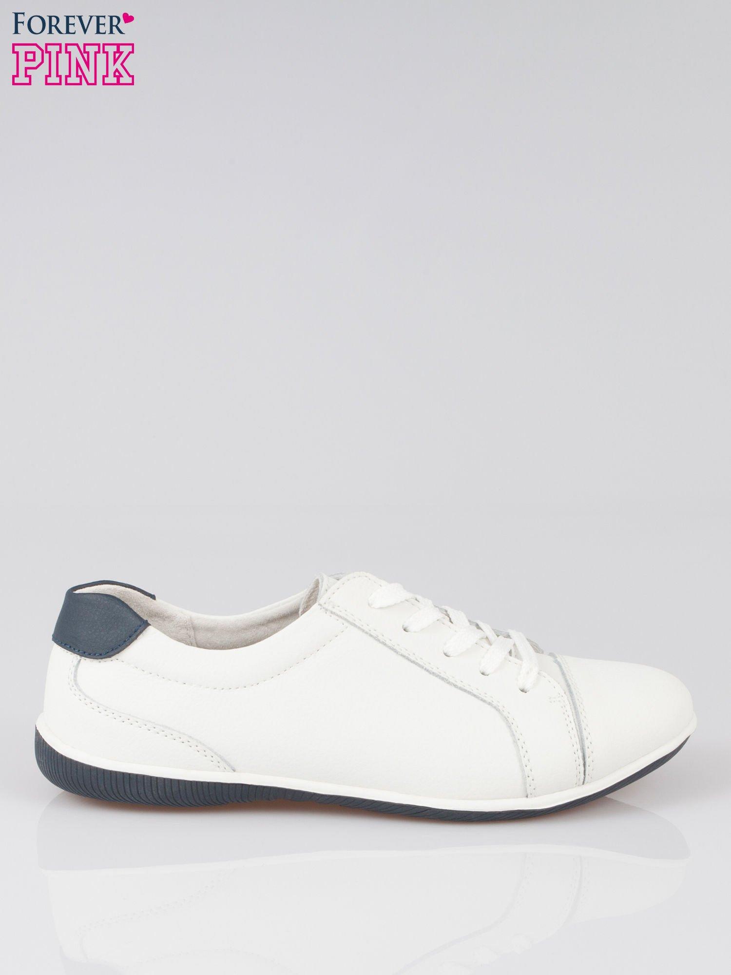 buty damskie biale z granatowa koncowka