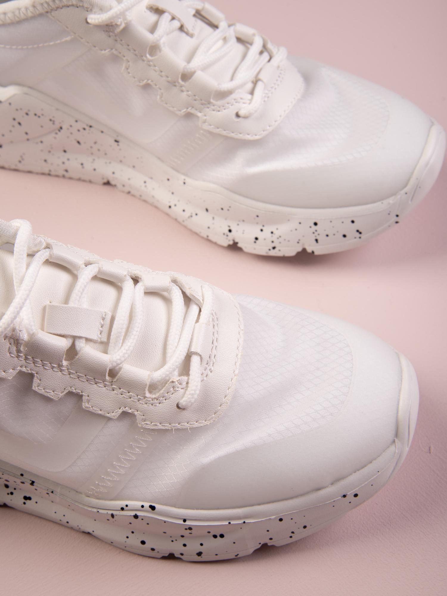 Białe buty sportowe na sprężystej podeszwie Kylie