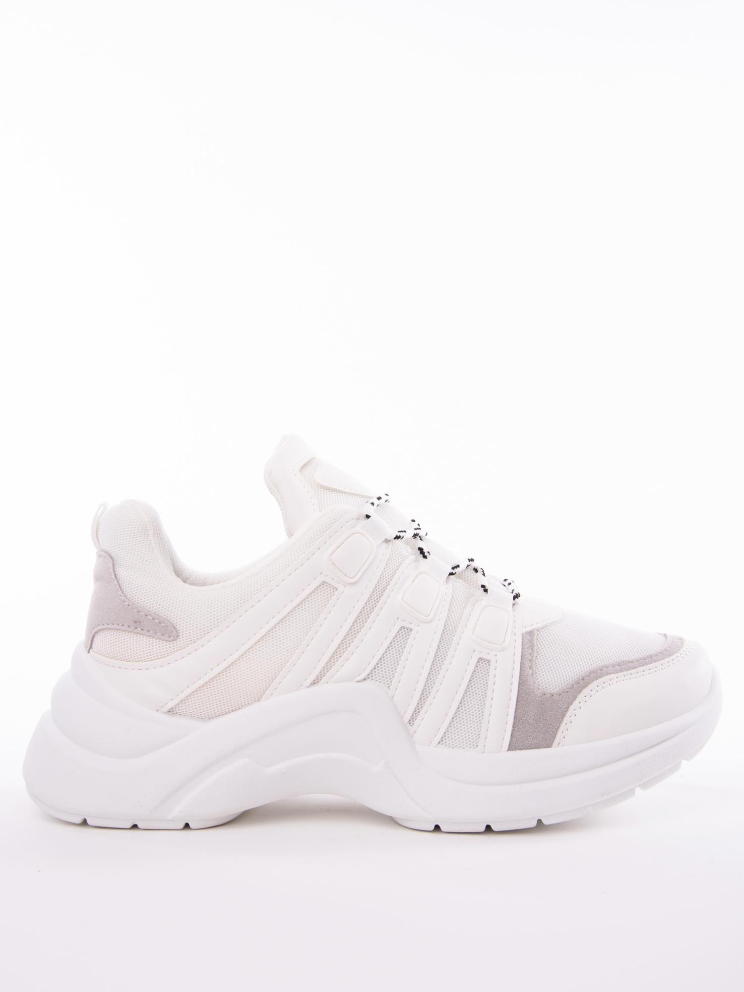 15383b63c48c5 Białe buty sportowe z elastyczną podeszwą wstawkami z ekoskóry i kolorowymi  sznurówkami ...