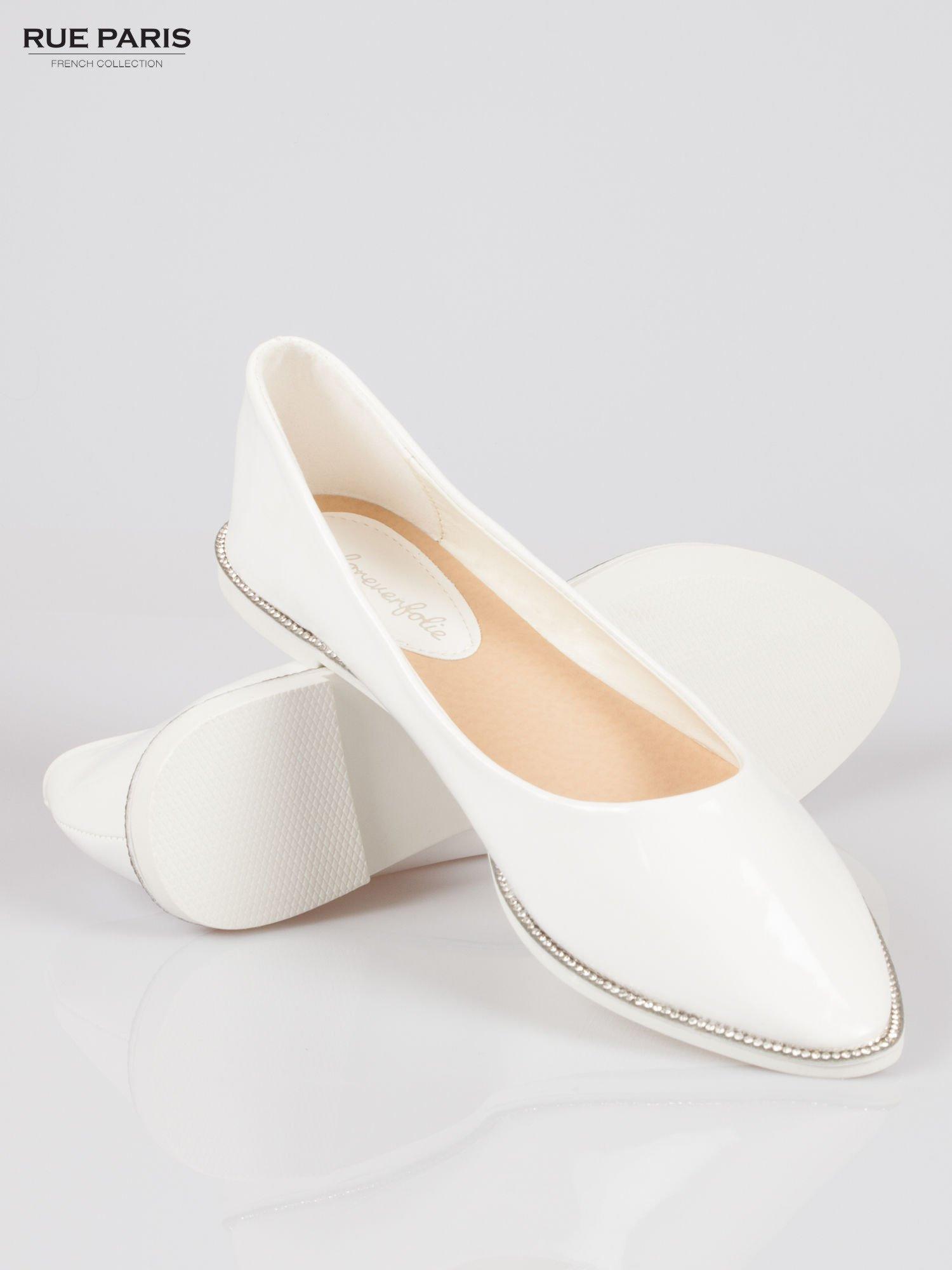 Białe lakierowane baleriny faux polish leather z metalicznym otokiem                                  zdj.                                  4