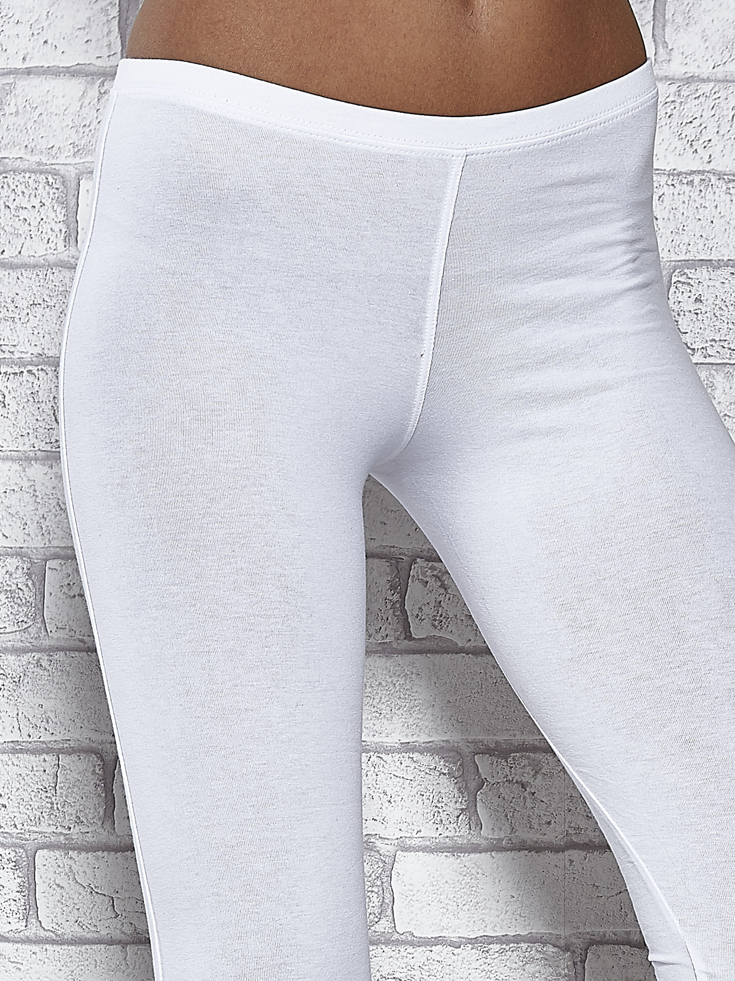Białe legginsy sportowe z patką z dżetów na dole                                  zdj.                                  2