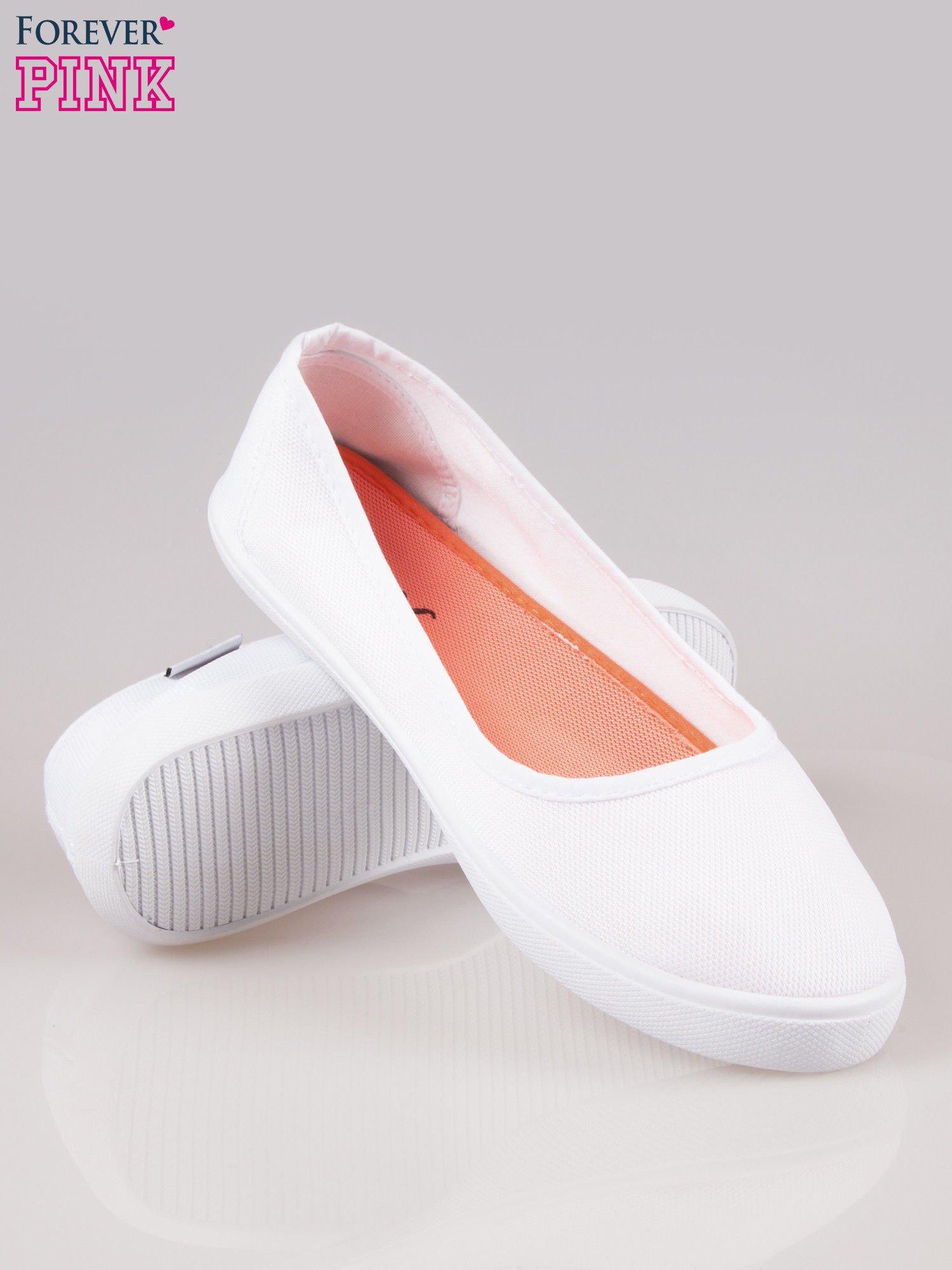Białe lekkie balerinki na elastycznej podeszwie                                  zdj.                                  4