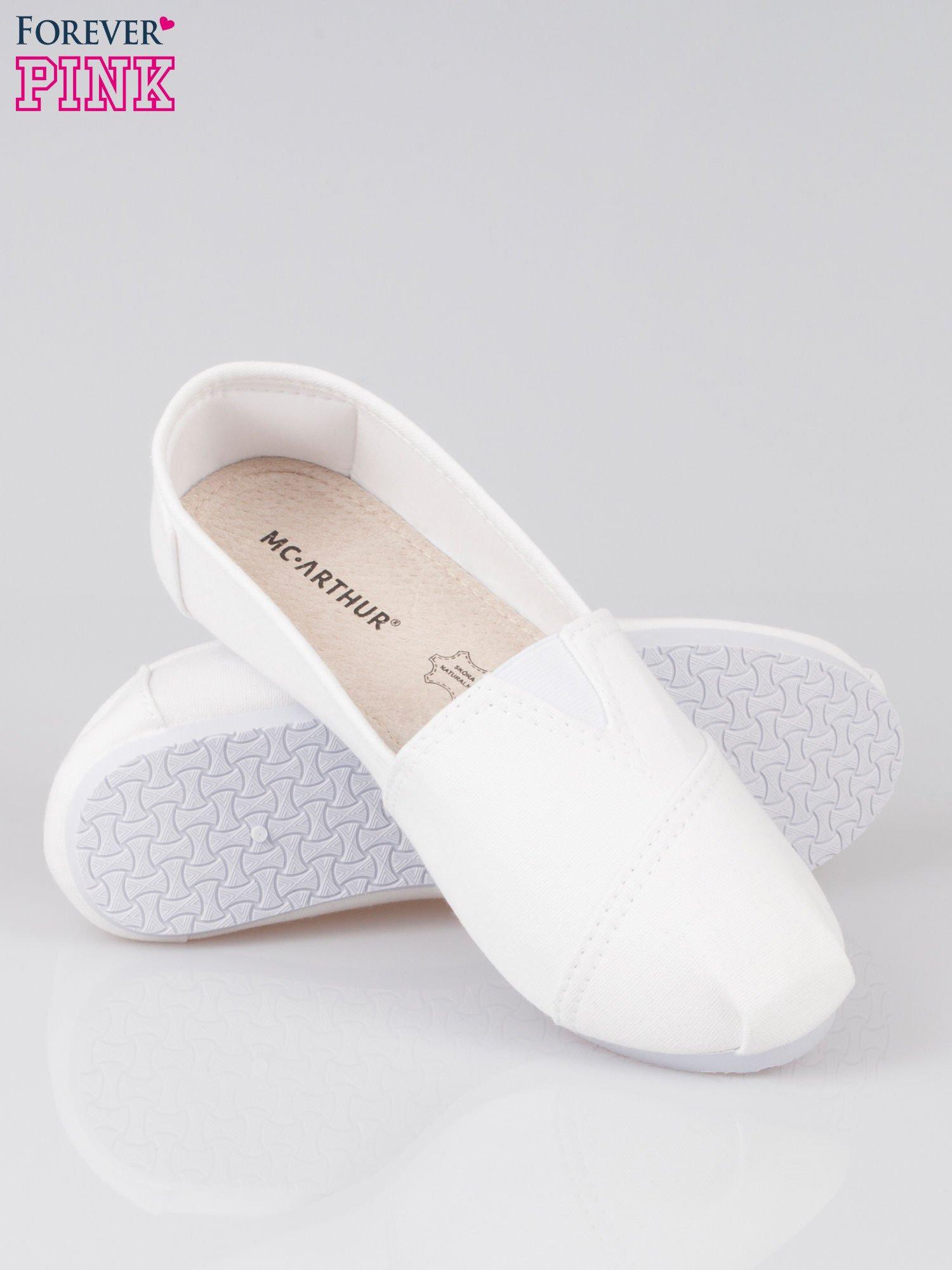 Białe lekkie buty slip on                                  zdj.                                  4