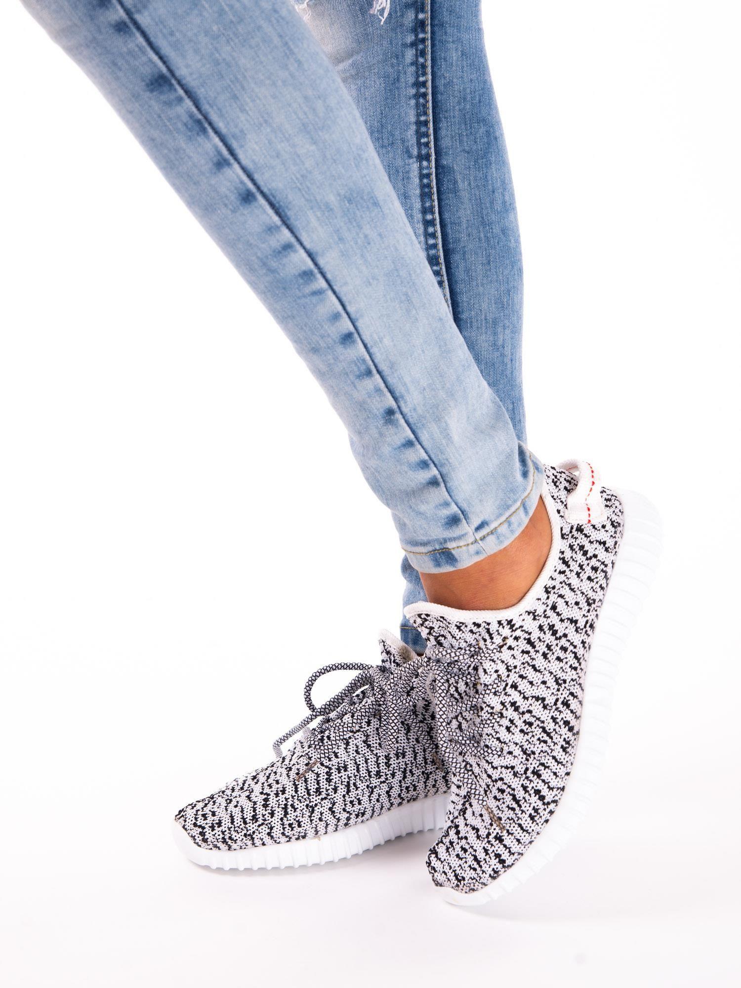 1053008a 2; Białe marmurkowe buty sportowe pattern z tkaniny z uchwytem z tyłu ...