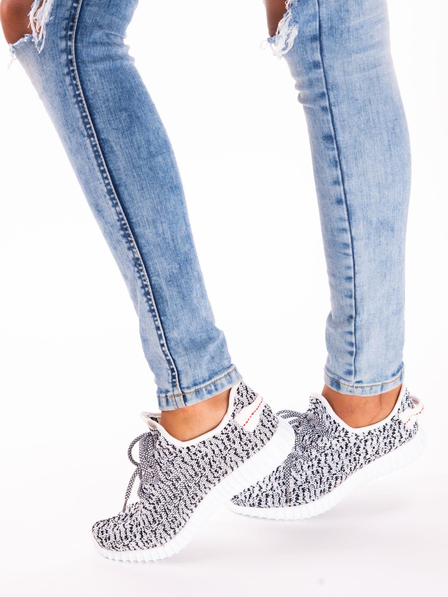 5596e1e1 3; Białe marmurkowe buty sportowe pattern z tkaniny z uchwytem z tyłu ...