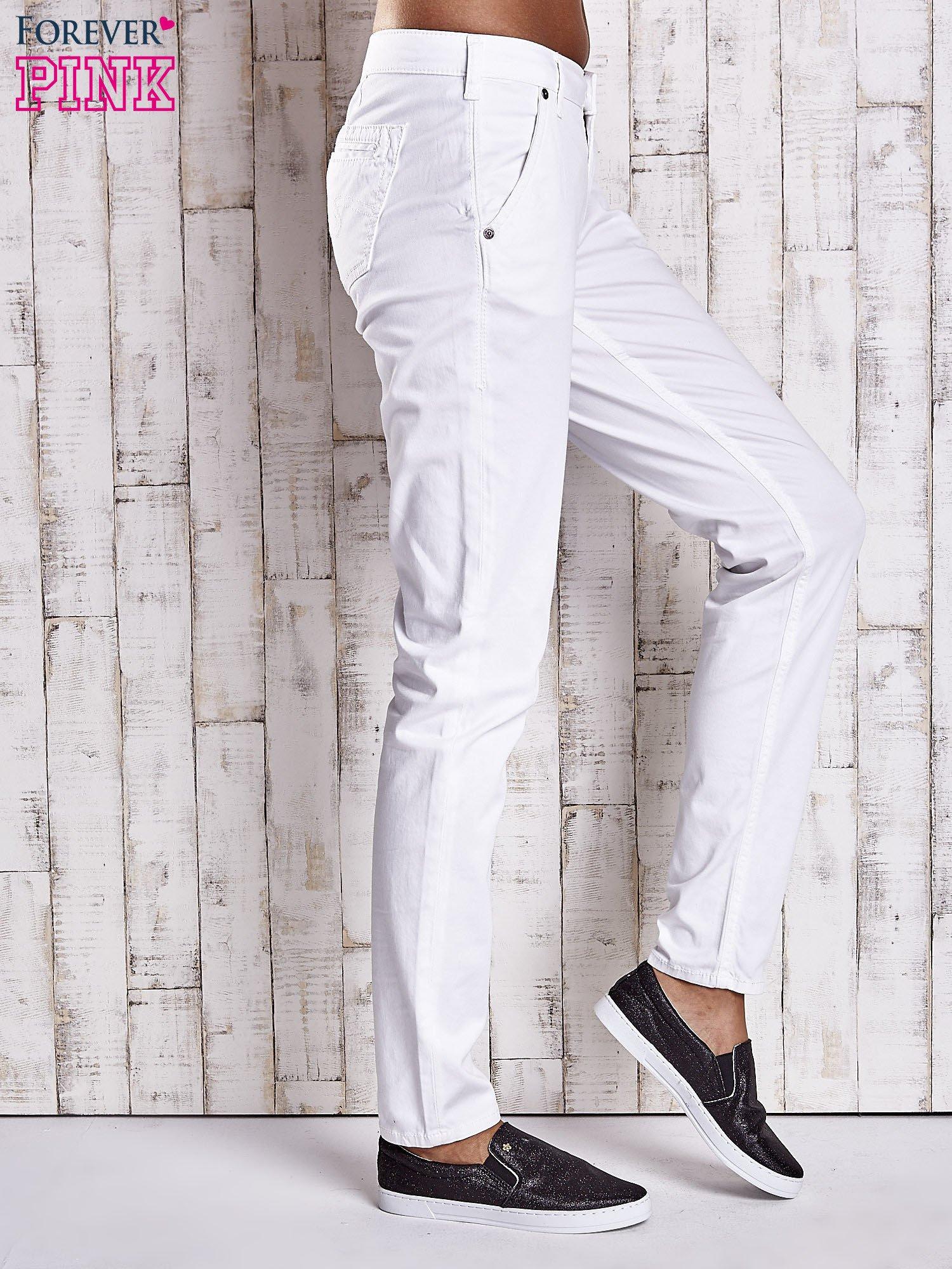 Białe proste spodnie z napami                                  zdj.                                  3