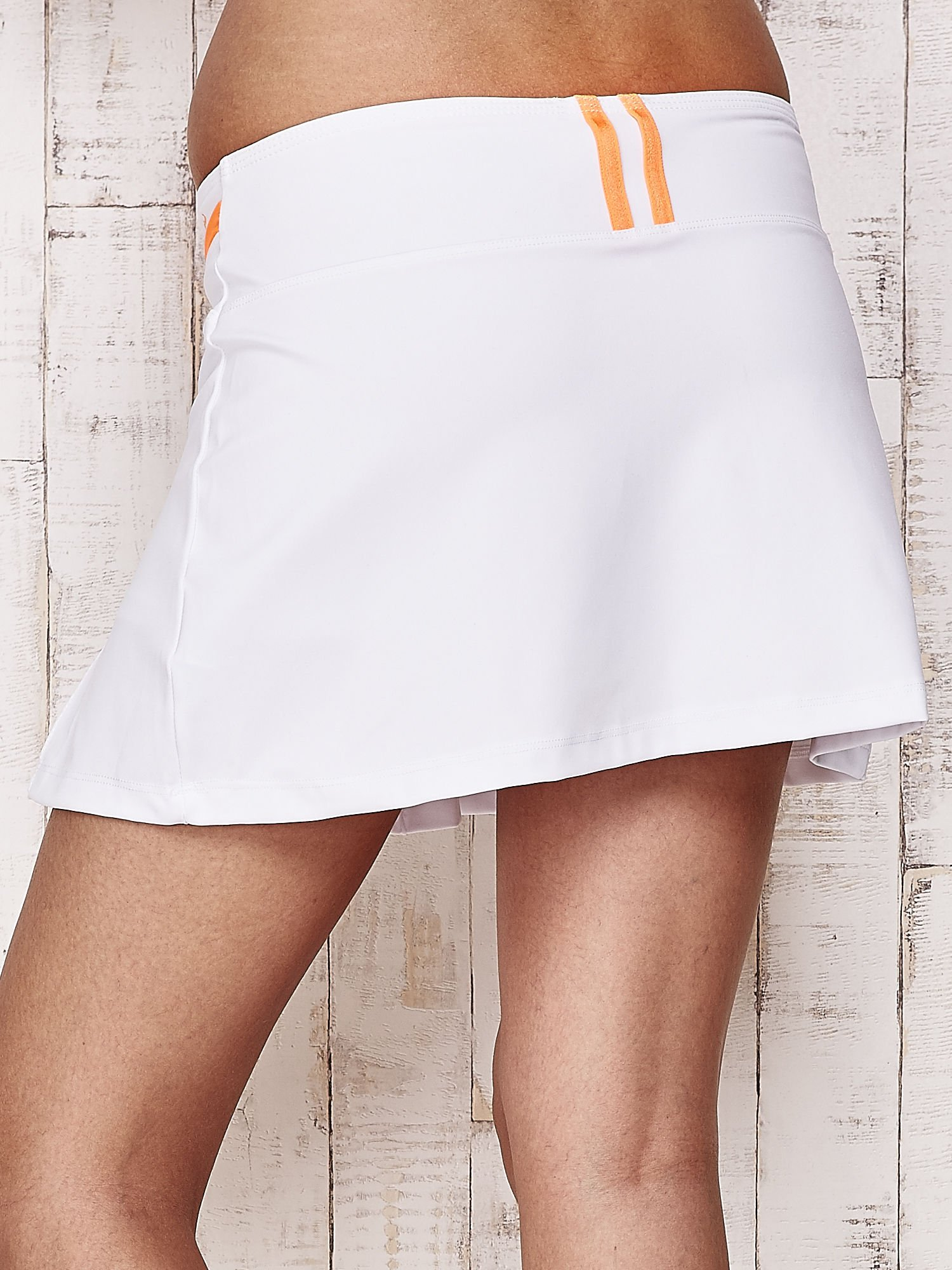 Białe spodenki spódniczka tenisowa z pomarańczowymi wstawkami                                  zdj.                                  6
