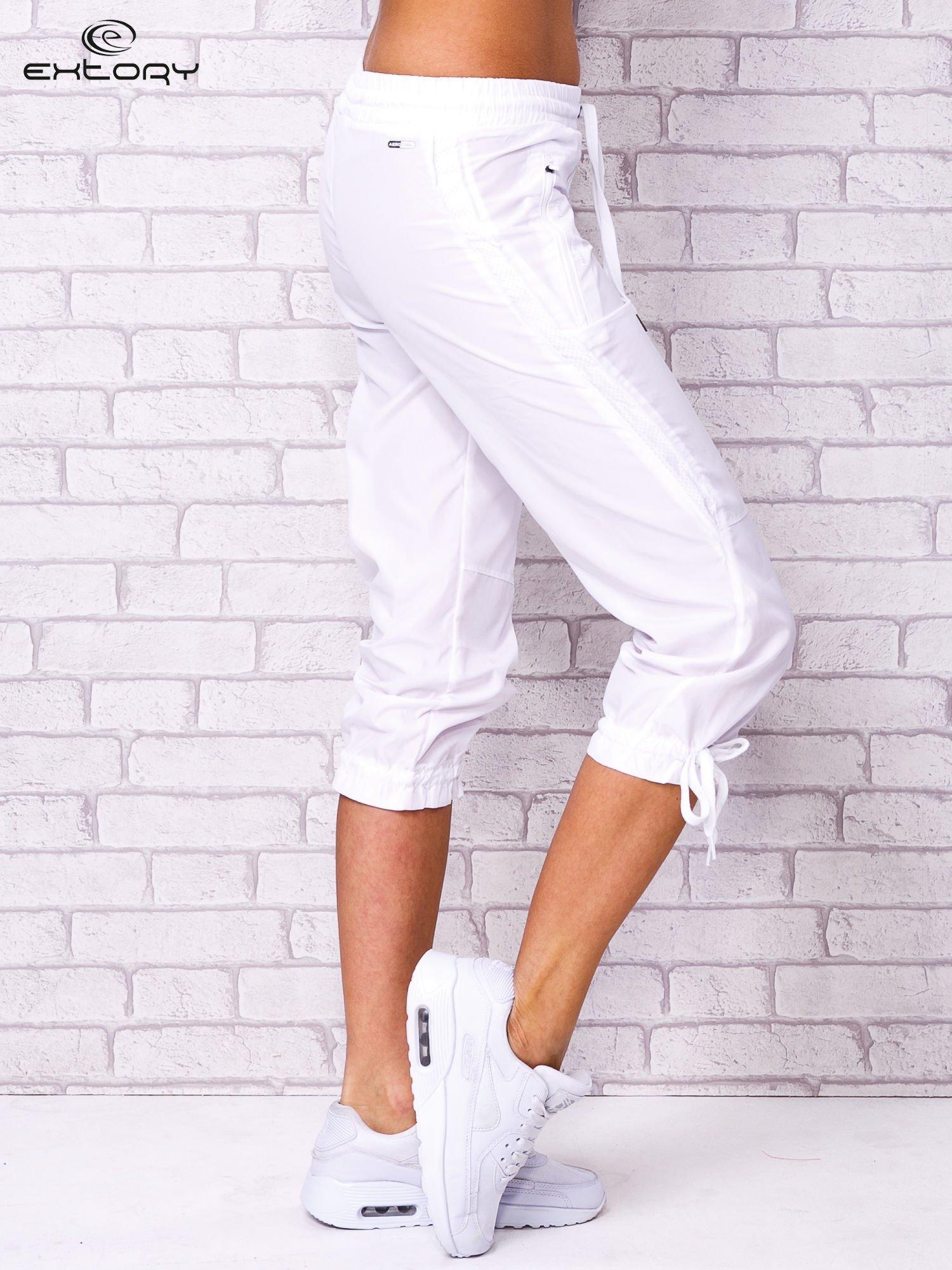 Białe spodnie sportowe capri z siateczką                                  zdj.                                  2
