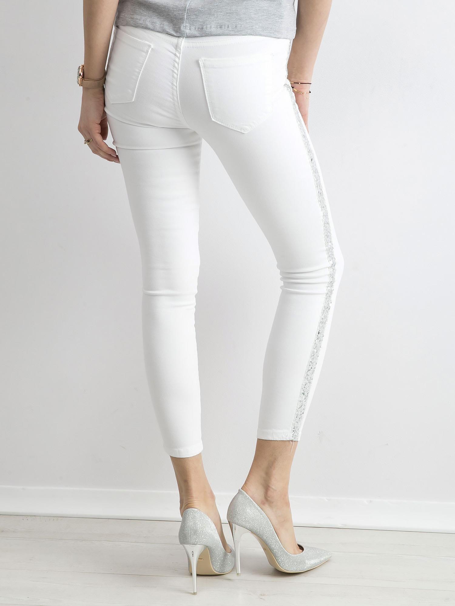 66326b3a Białe spodnie z cekinowym lampasem