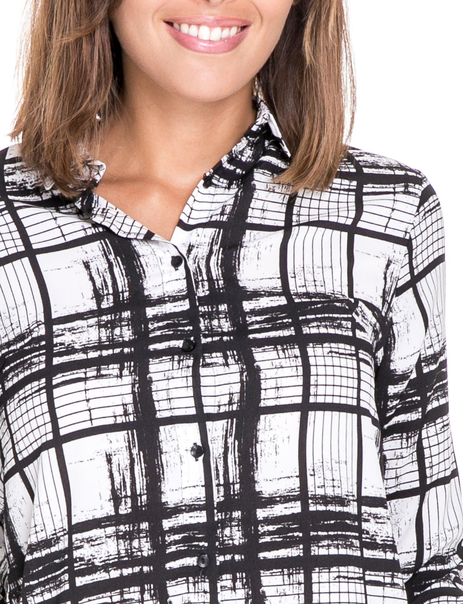 Biało-czarna koszula w kratę wiązana na dole                                  zdj.                                  7