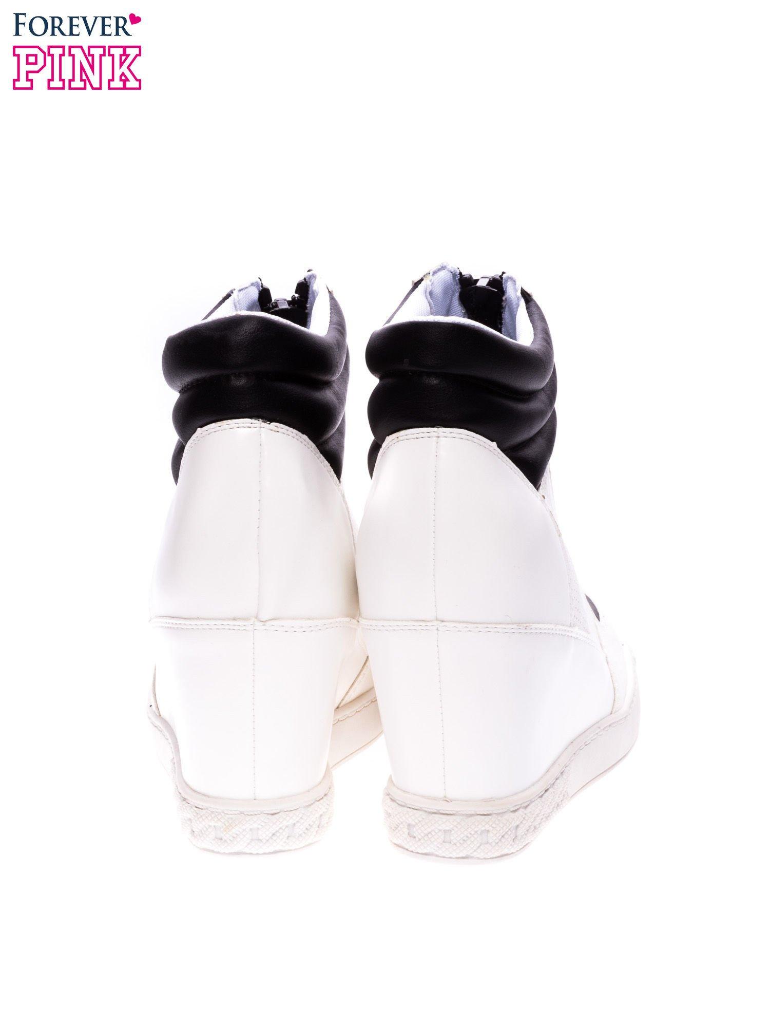 Biało-czarne sneakersy z ażurowym wzorem                                  zdj.                                  3