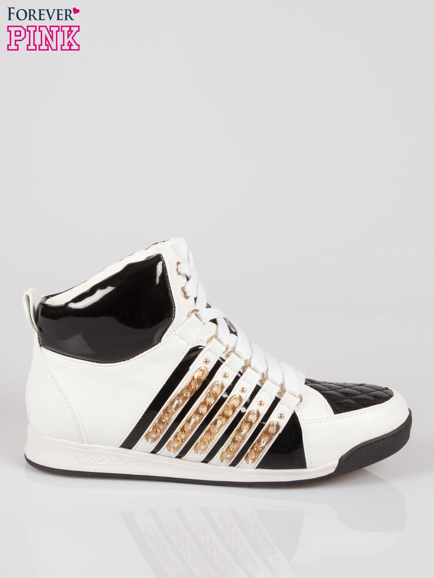 Biało-czarne sneakersy z łańcuszkami                                  zdj.                                  1