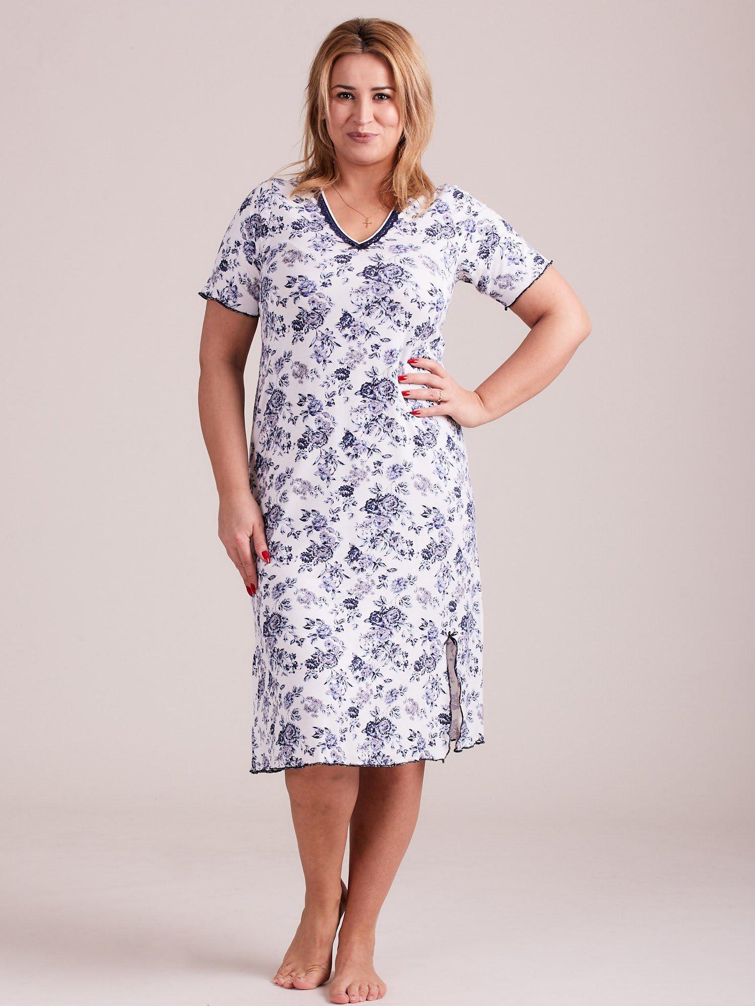 c0e223a90c0882 Biało-niebieska koszula nocna w kwiaty PLUS SIZE - Bielizna piżama ...