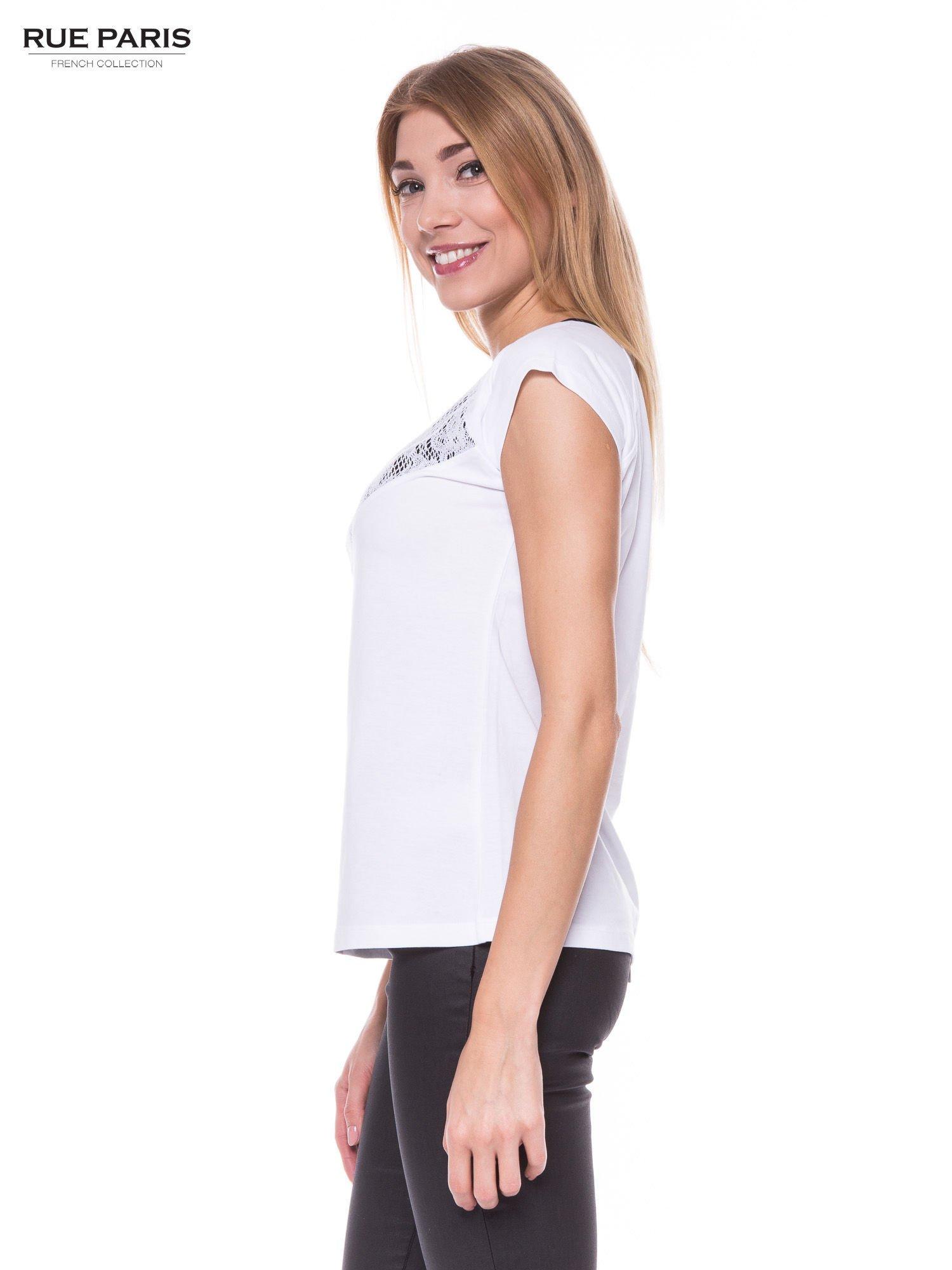 4a5088650f9d42 Biały elegancki t-shirt z koronkową aplikacją - T-shirt z nadrukiem - sklep  eButik.pl