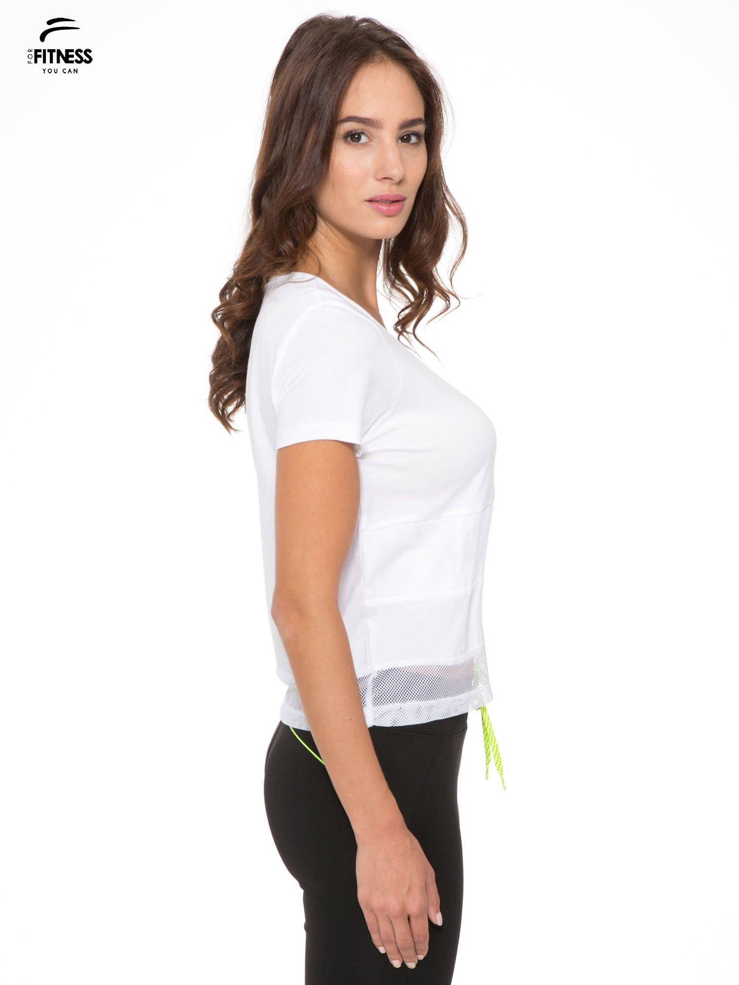 Biały gładki t-shirt z przeszyciami na dole                                  zdj.                                  5