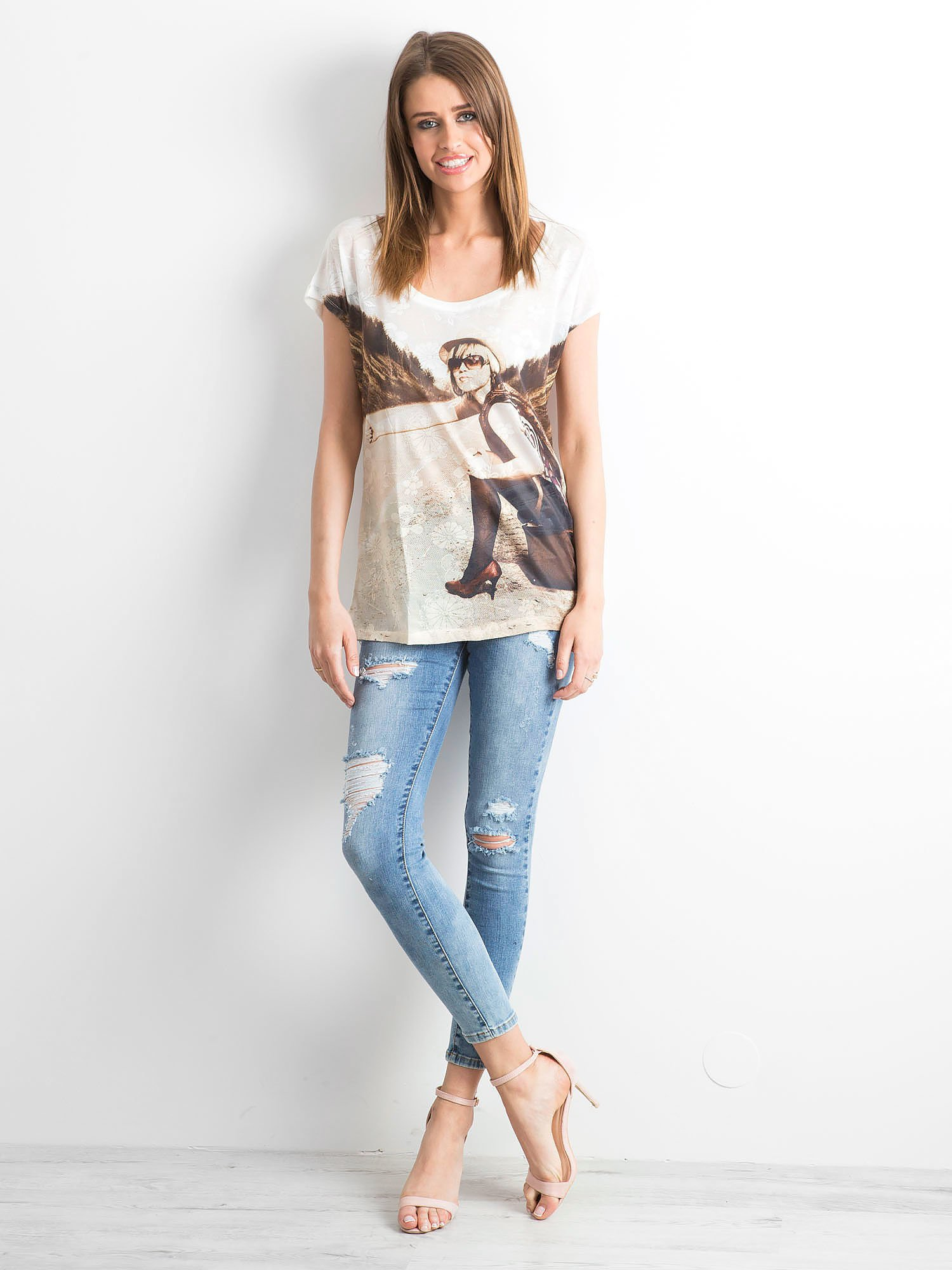 Biały koronkowy t-shirt z nadrukiem dziewczyny                                  zdj.                                  4