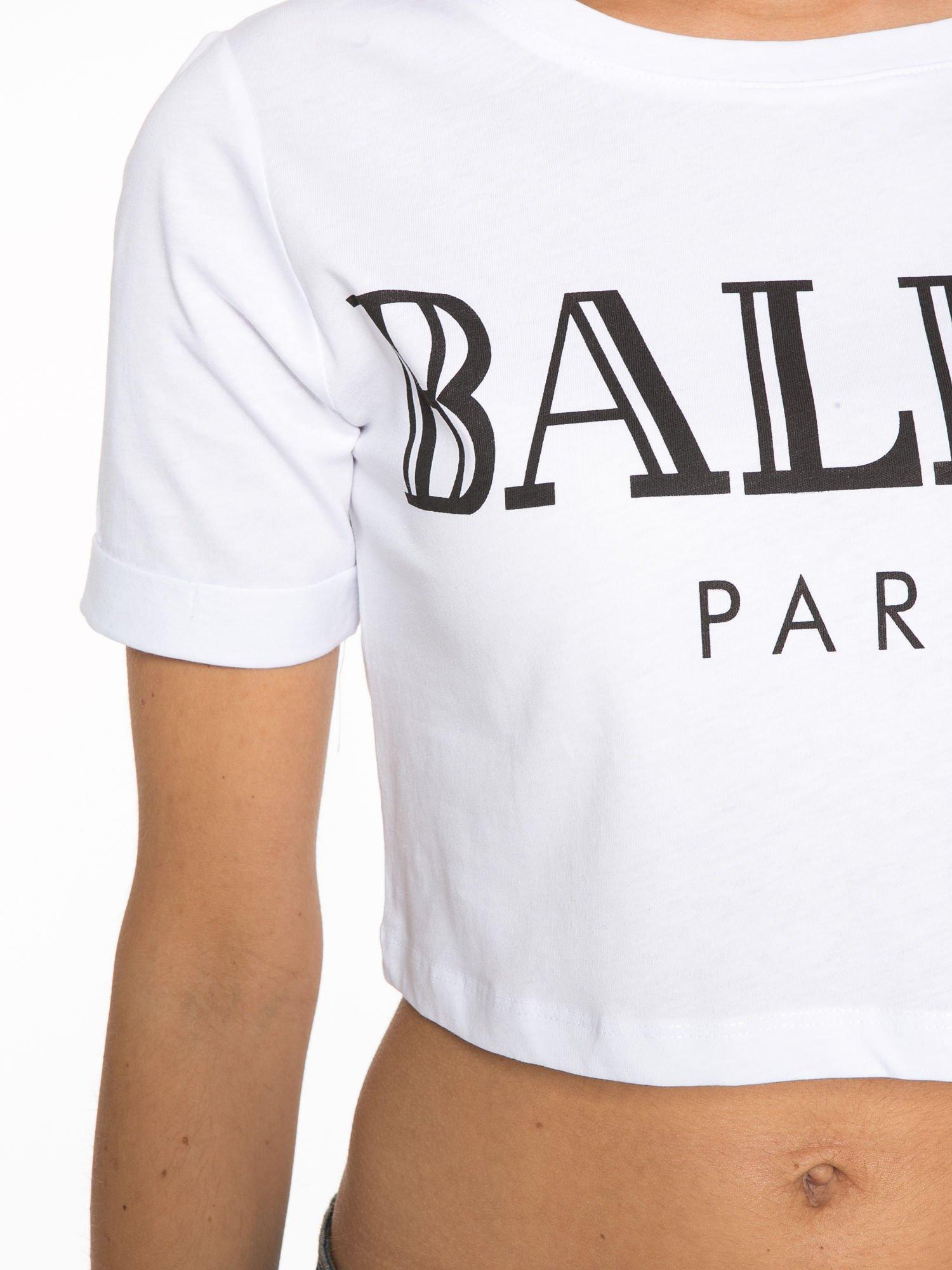 Biały krótki t-shirt przed pępek z napisem BALLIN PARIS                                  zdj.                                  7