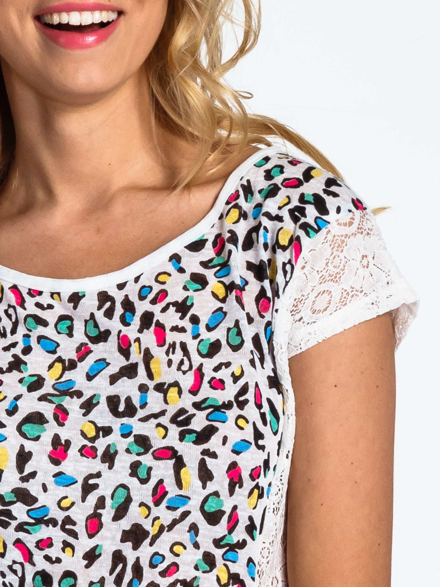 Biały panterkowy t-shirt z koronką                                  zdj.                                  5