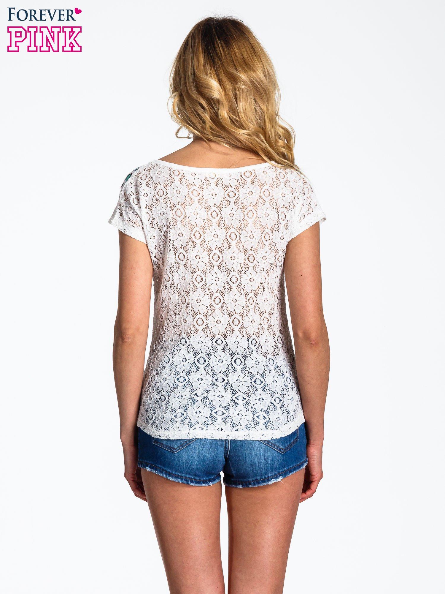 Biały panterkowy t-shirt z koronką                                  zdj.                                  4