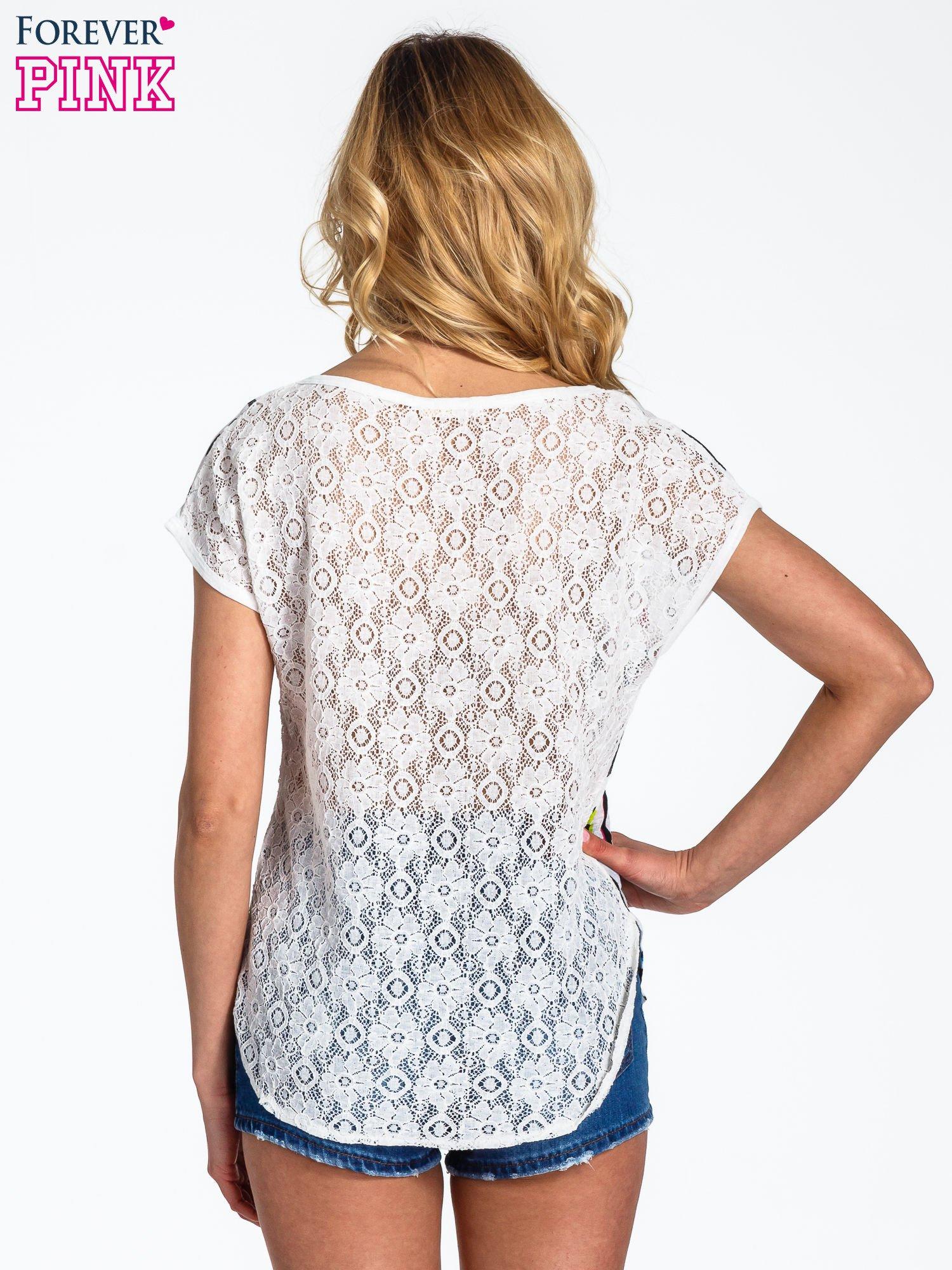 Biały panterkowy t-shirt z koronkowym tyłem                                  zdj.                                  4