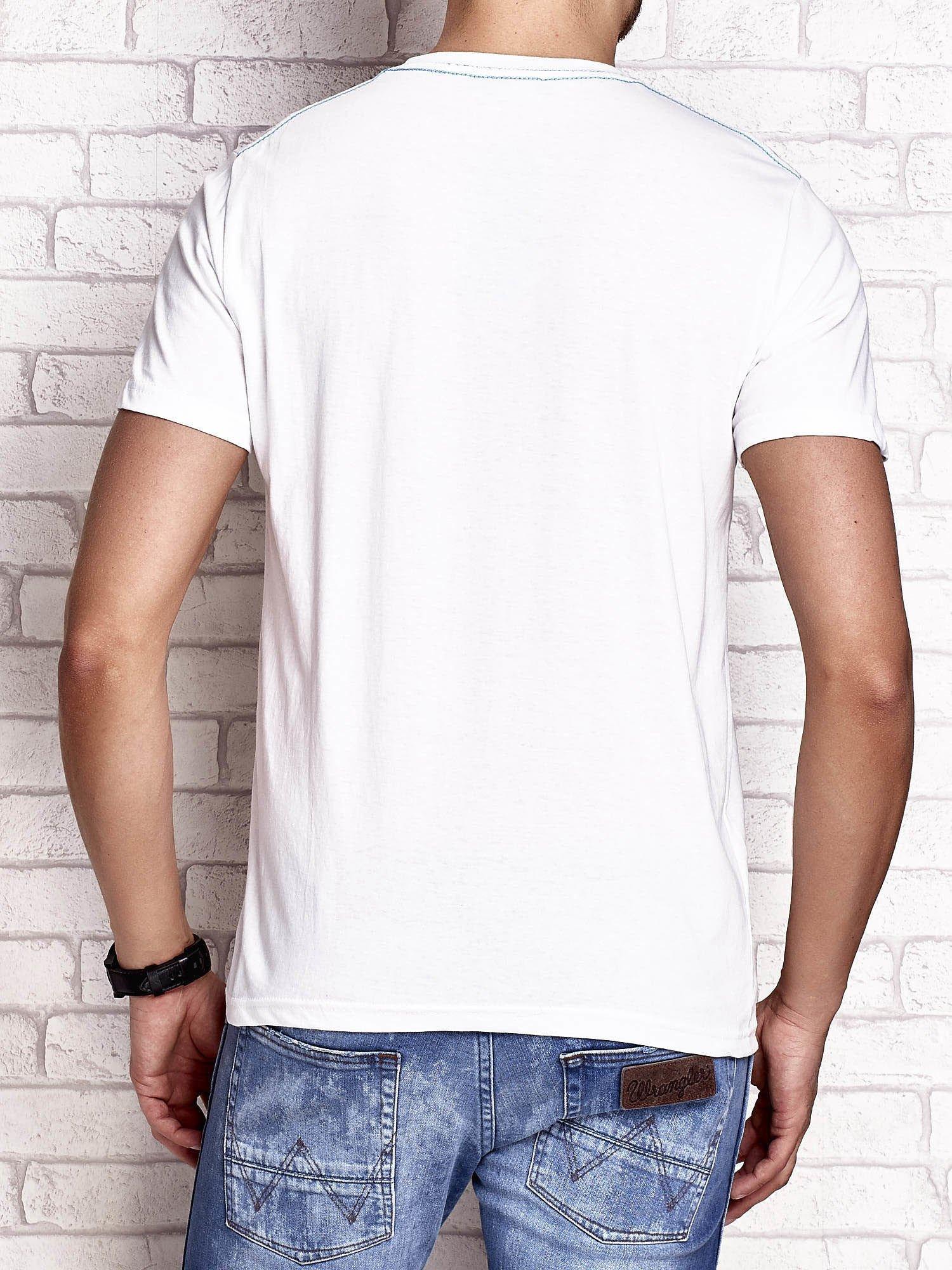 Biały t-shirt męski z napisem BROOKLYN ATHLETIC UNIVERSITY                                  zdj.                                  2