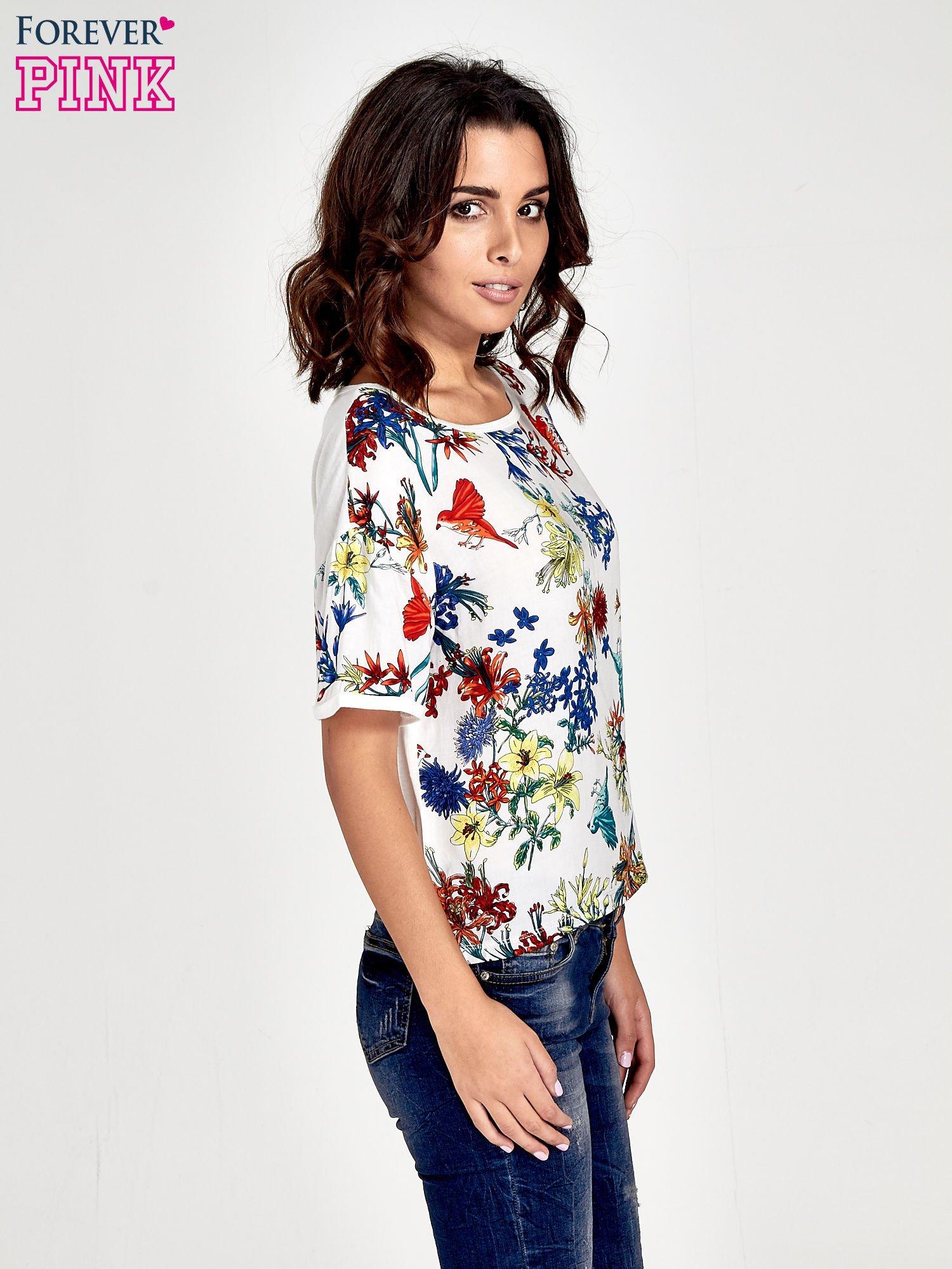 Biały t-shirt we wzór roślinny                                  zdj.                                  3