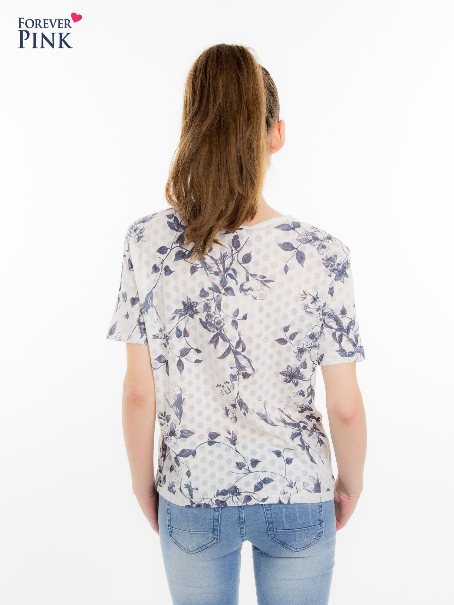 Biały t-shirt z all over floral printem                                  zdj.                                  4