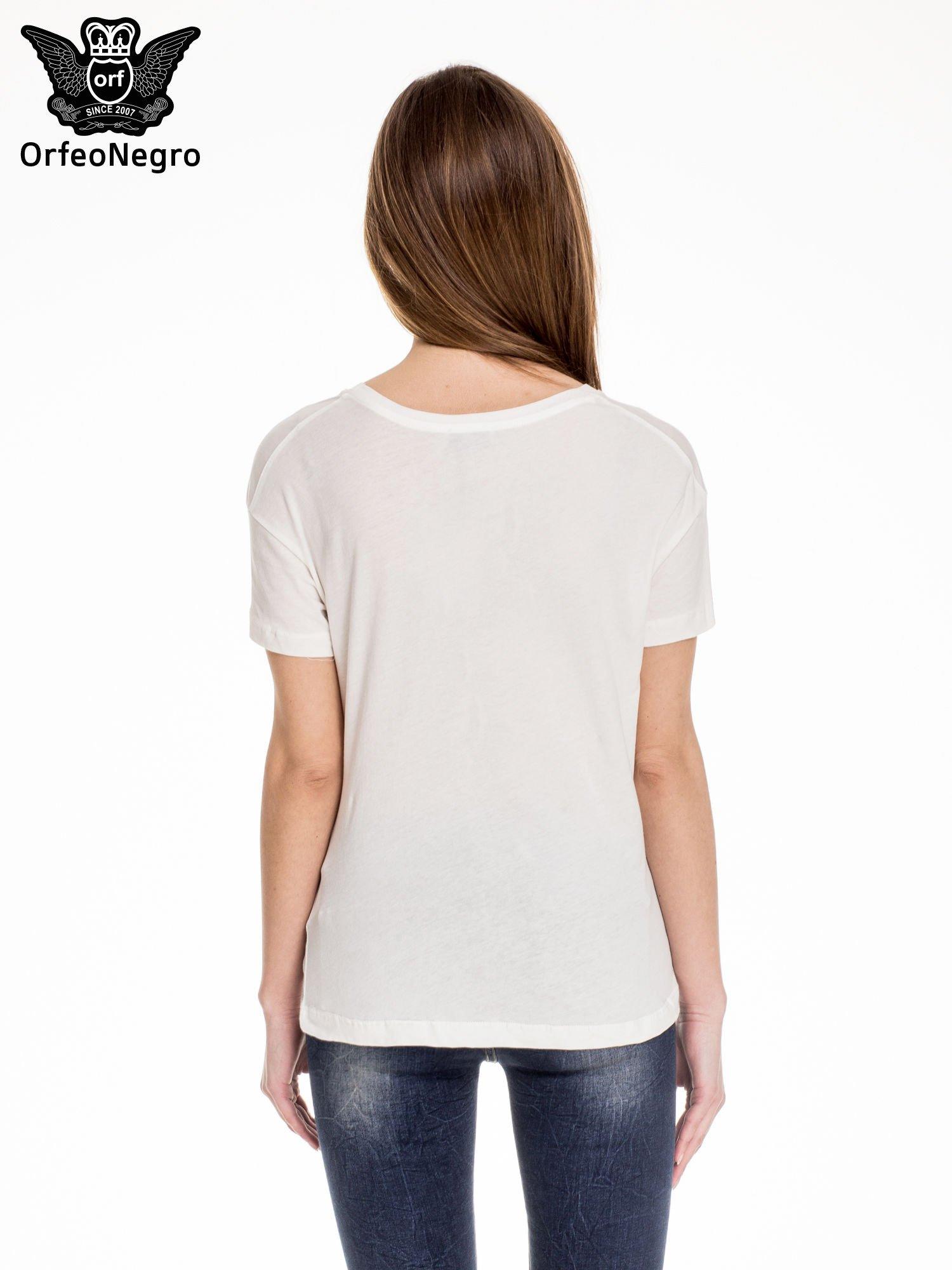 Biały t-shirt z aplikacją COOL z cekinów                                  zdj.                                  4